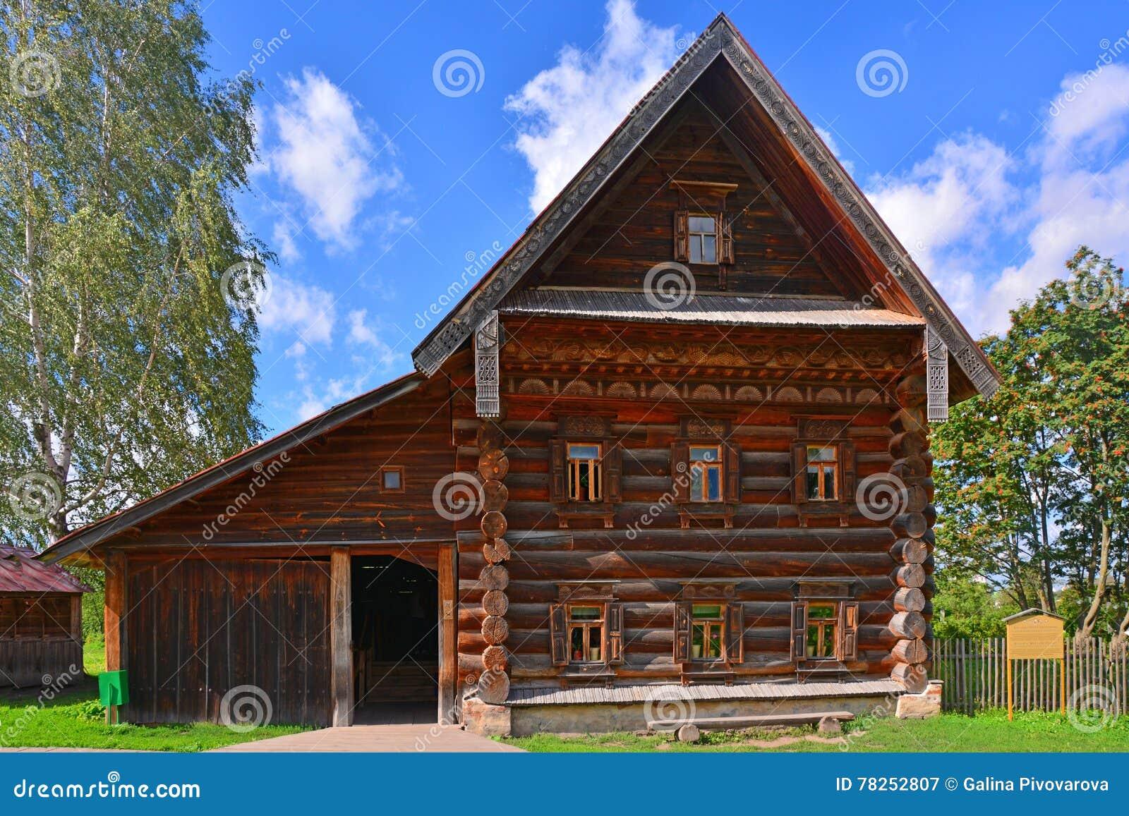 Σπίτι του ακμάζοντος αγρότη του 19ου αιώνα στο μουσείο της ξύλινης αρχιτεκτονικής στο Σούζνταλ, Ρωσία