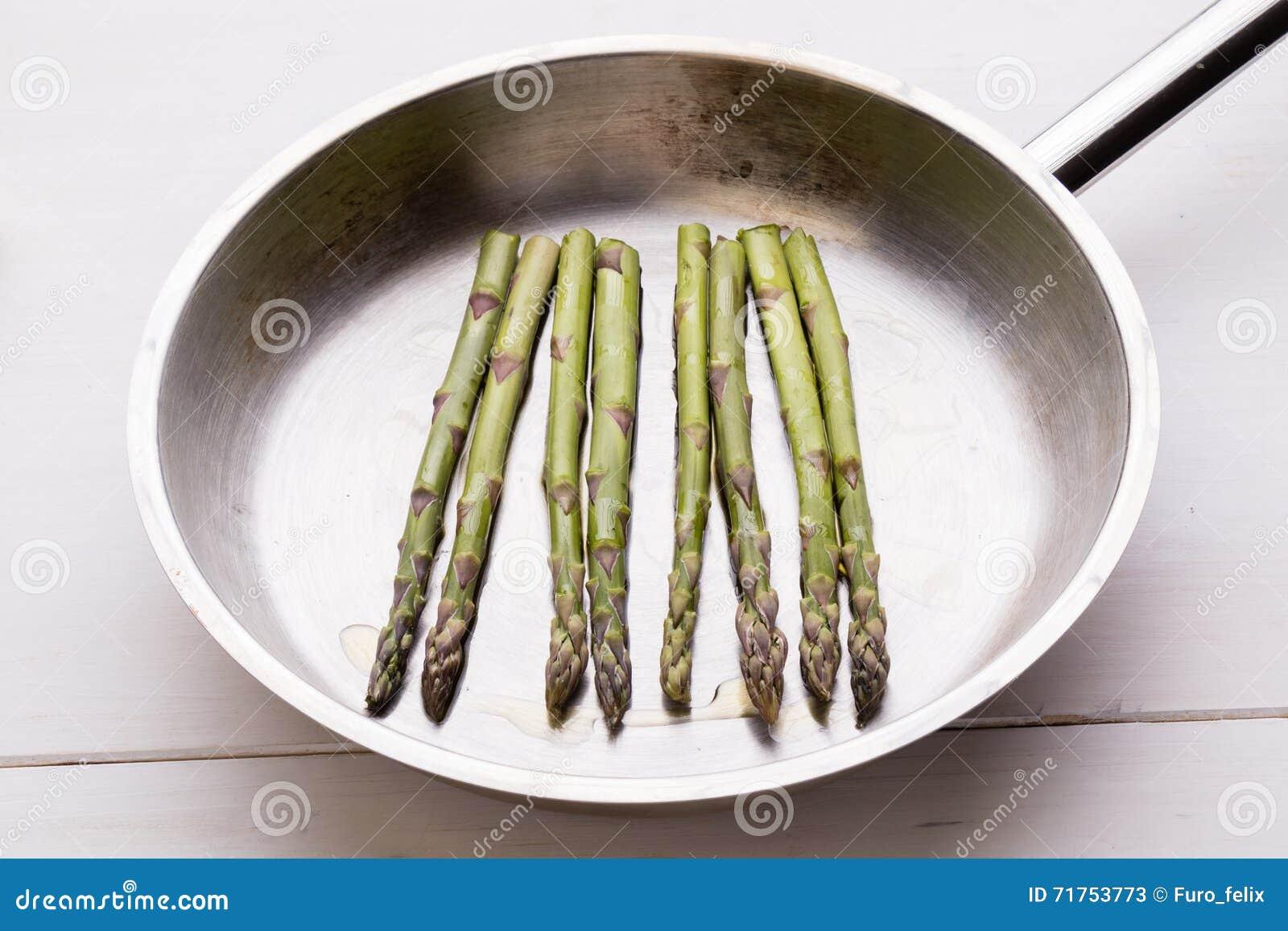 Σπαράγγι στο τηγάνισμα του τηγανιού