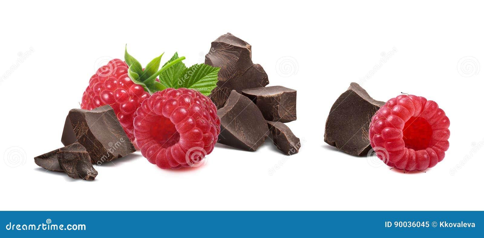 Σπασμένη σμέουρο σοκολάτα που απομονώνεται στο άσπρο υπόβαθρο