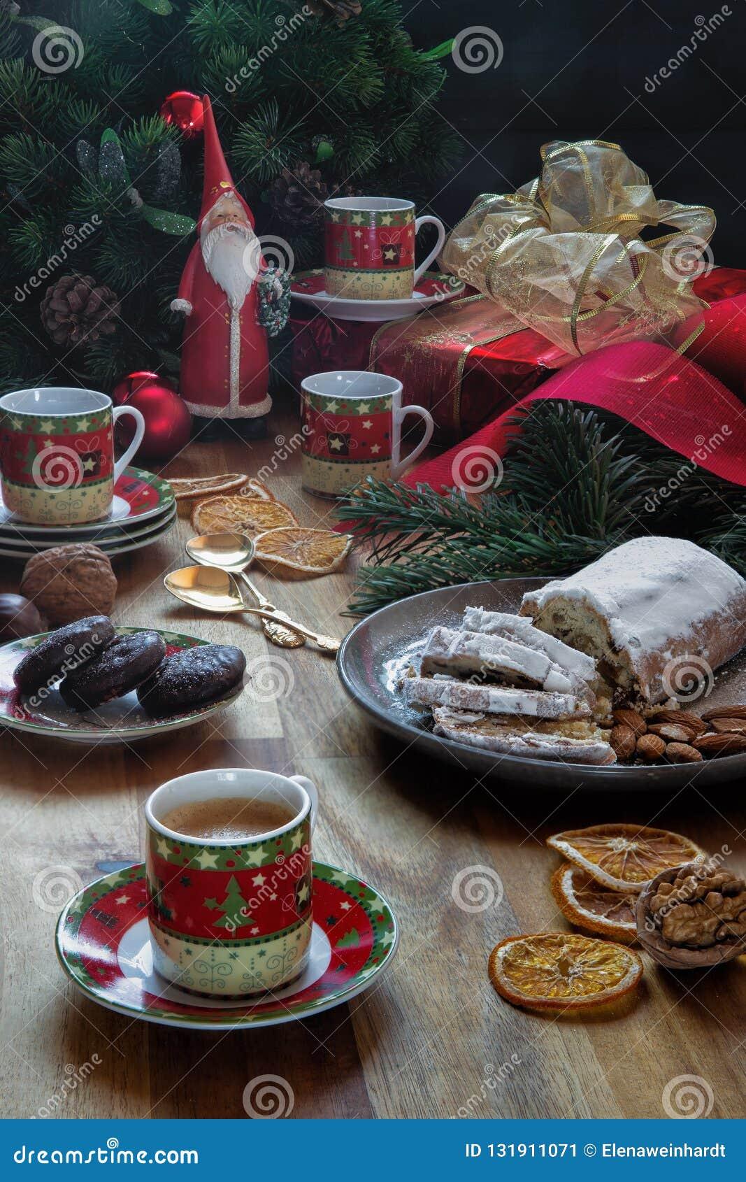 Σπιτικά κέικ γιορτής Χριστουγέννων για τα Χριστούγεννα εορταστική διάθεση