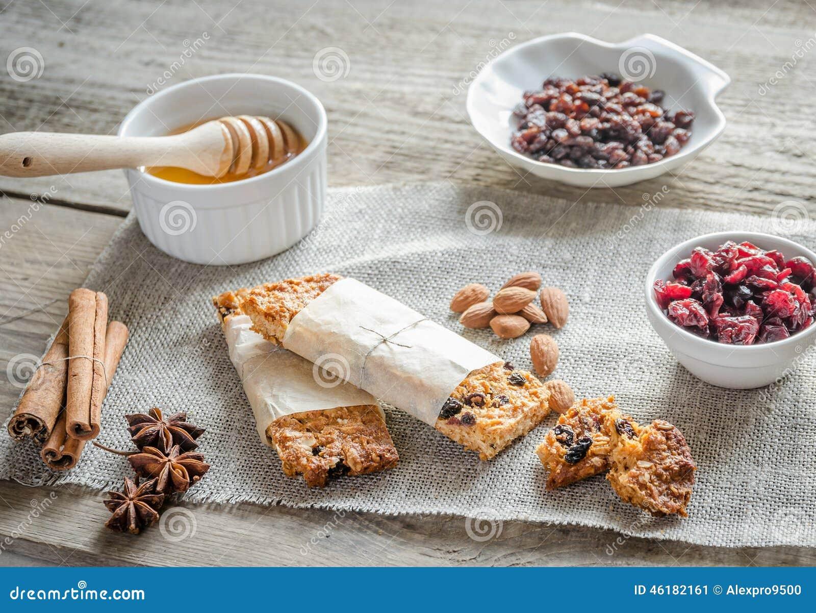 Σπιτικοί φραγμοί granola sackcloth