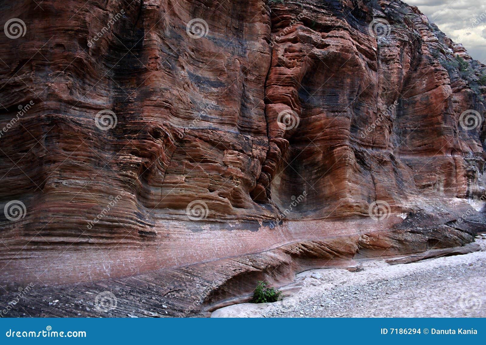 σπορείο ξηρό πέρα από τους τοίχους άμμου βράχου ποταμών
