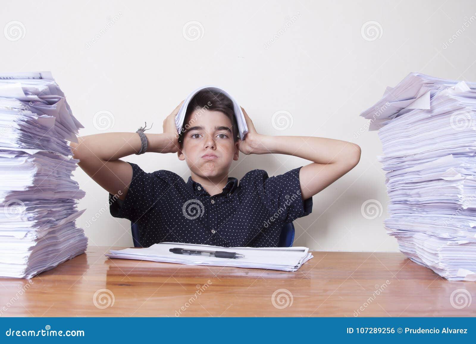 Σπουδαστής παιδιών στο γραφείο