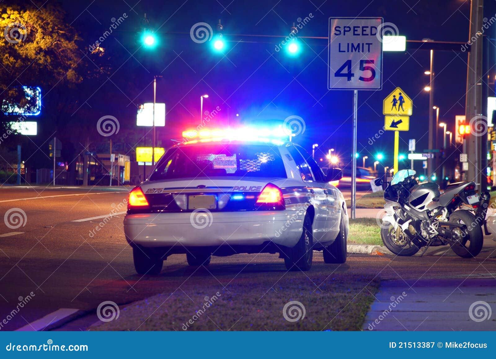 Στάση κυκλοφορίας αστυνομίας τη νύχτα