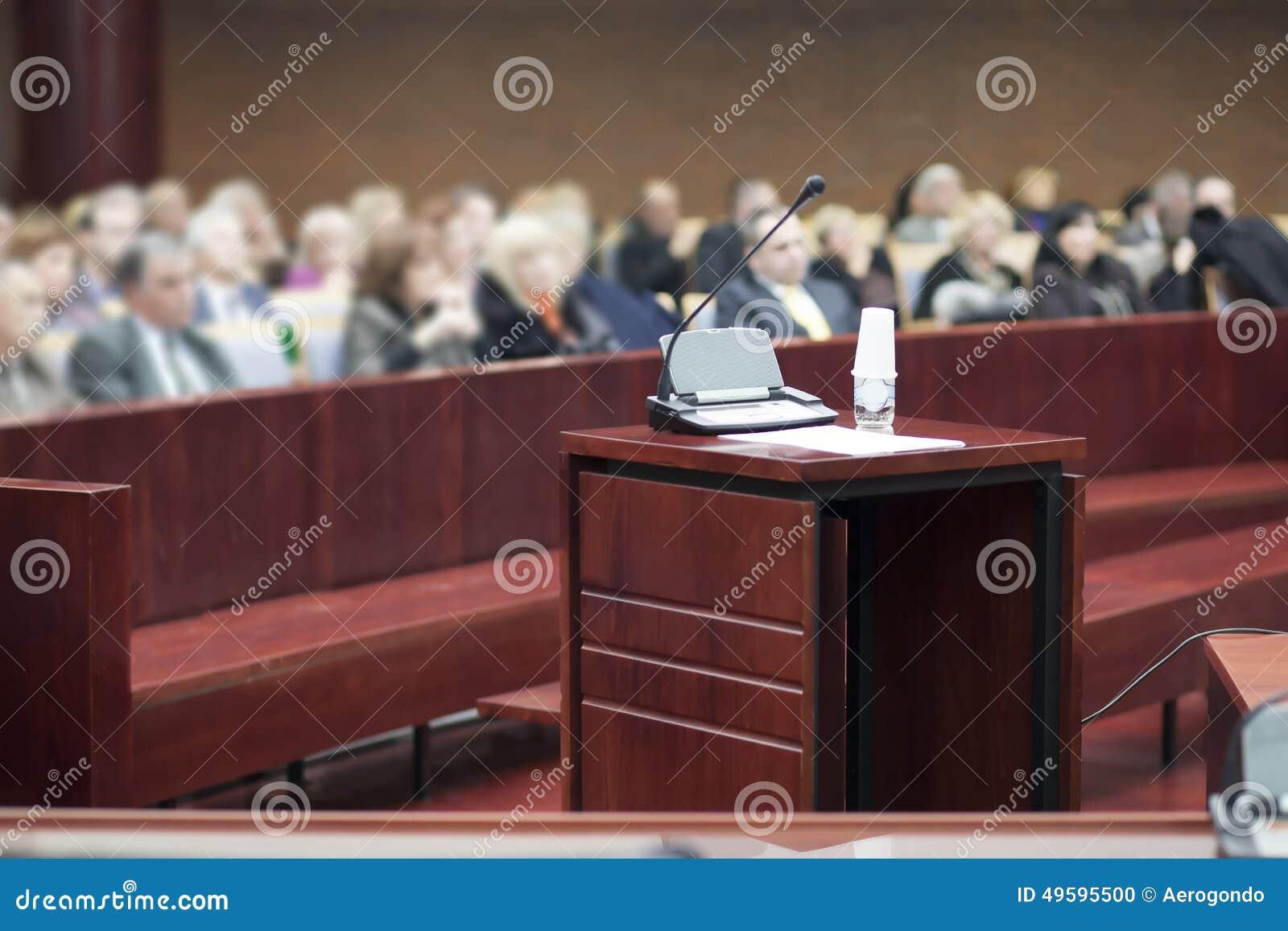 Στάση μάρτυρα στο σπίτι δικαστηρίων
