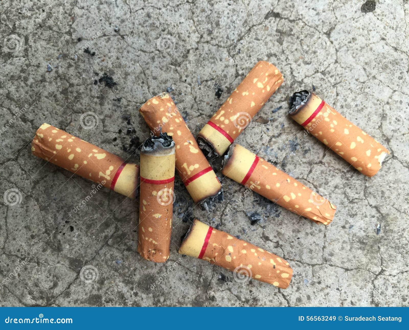 Download Στέλεχος τσιγάρων στο πάτωμα Στοκ Εικόνα - εικόνα από εθισμένοι, μμένος: 56563249