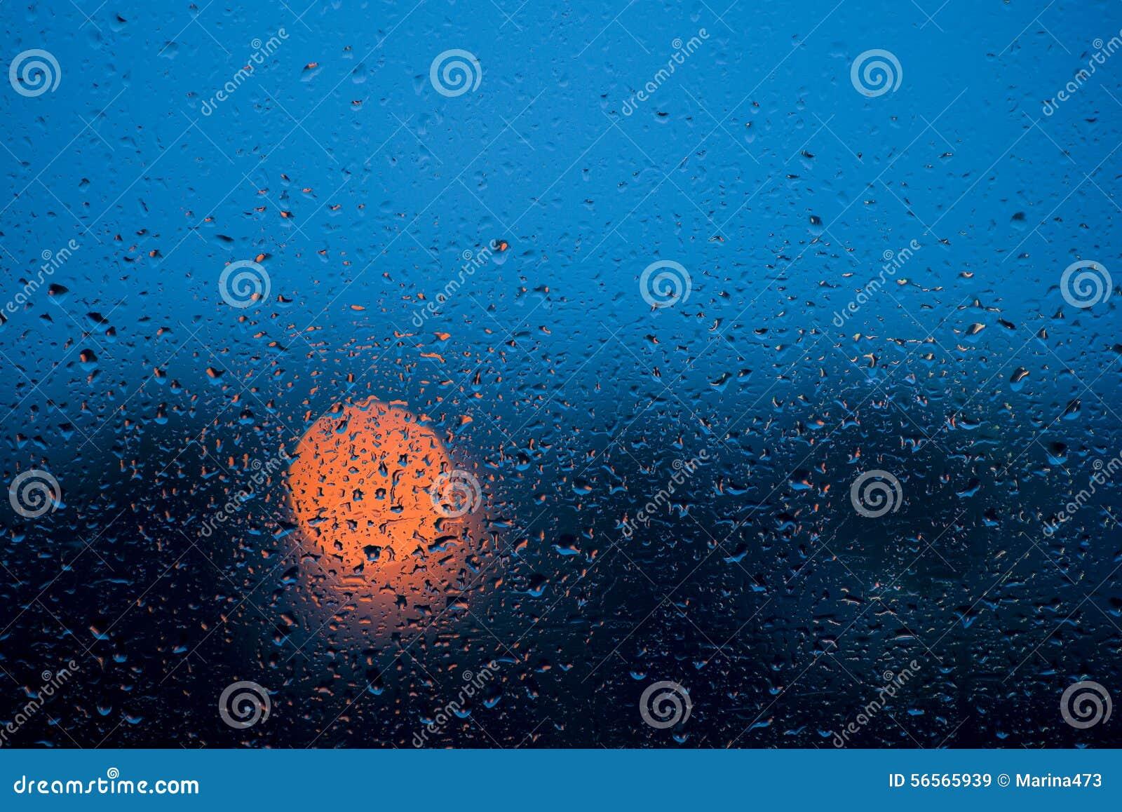 Download Σταγόνες βροχής στο γυαλί παραθύρων στη βροχερή νύχτα Στοκ Εικόνα - εικόνα από απελευθερώσεις, διαφήμιση: 56565939