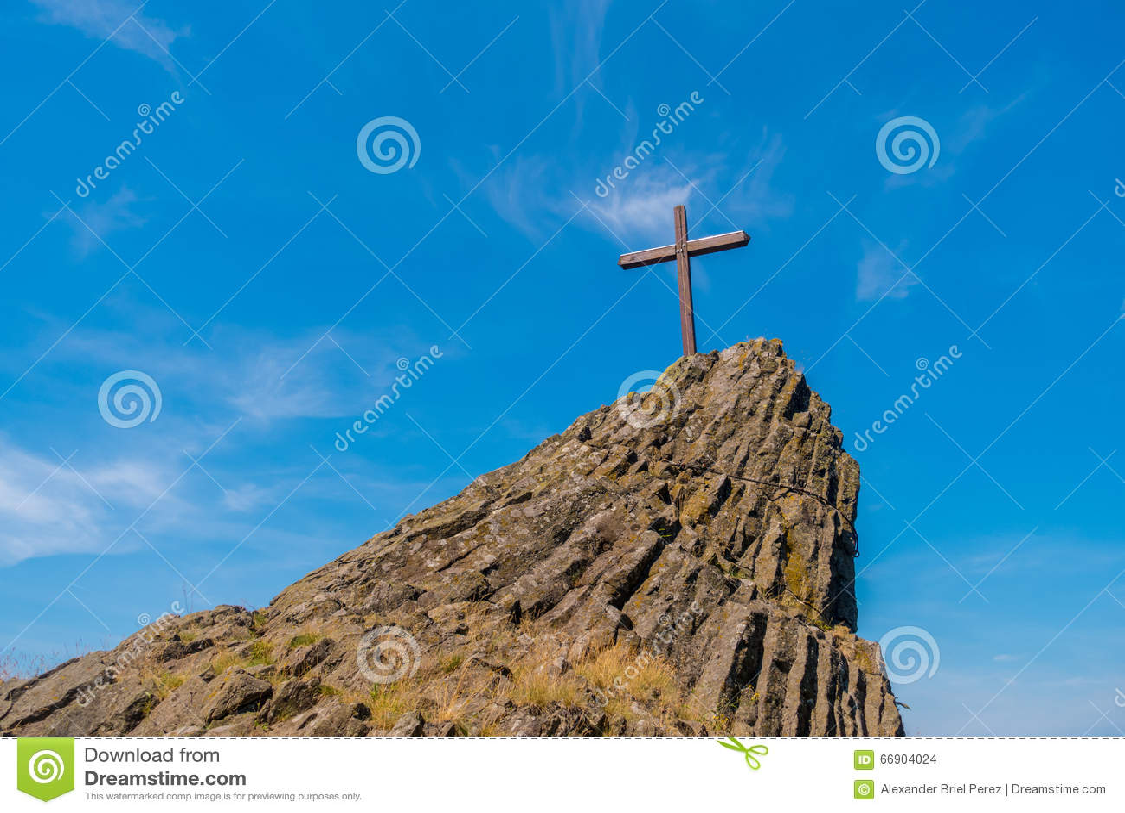 Σταυρός σε έναν λόφο