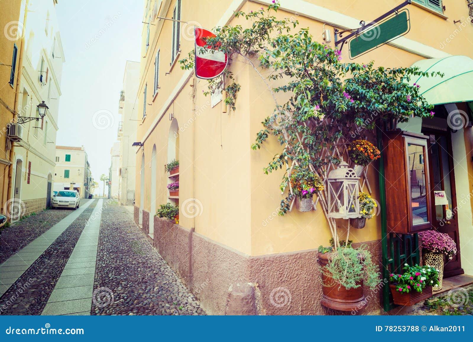 Στενή αλέα στην παλαιά πόλη Alghero