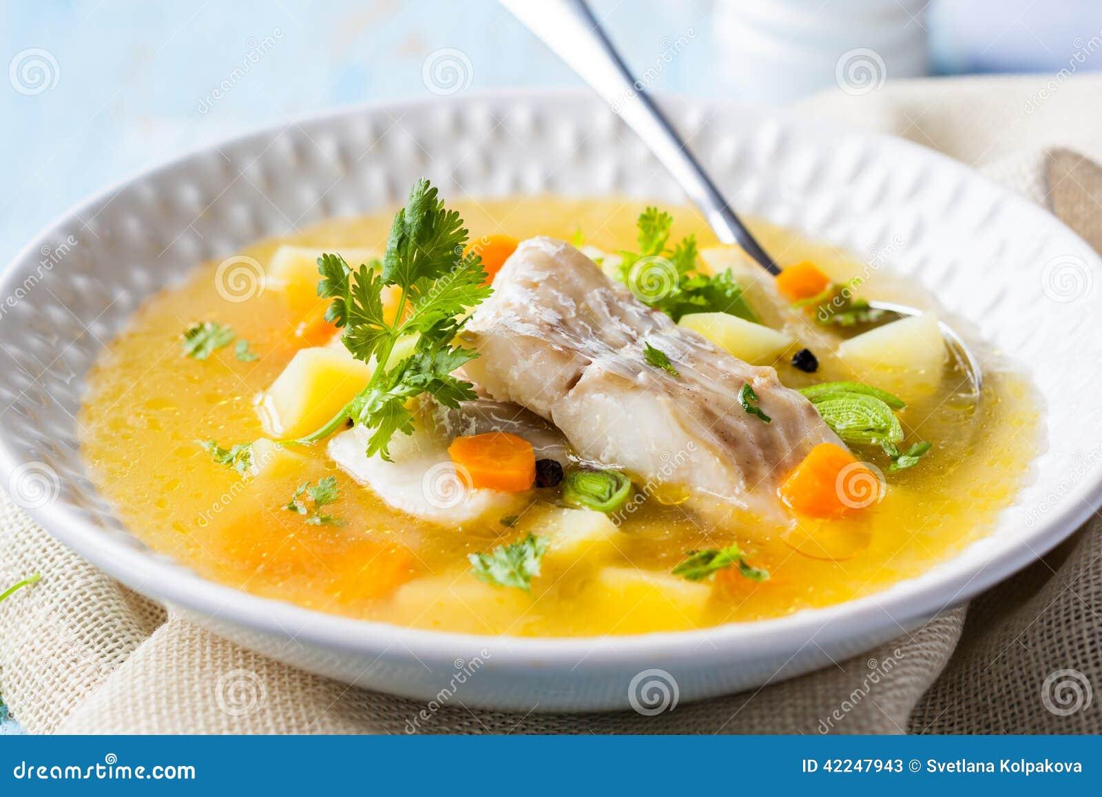στενή καλυμμένη ψάρια σούπα επάνω