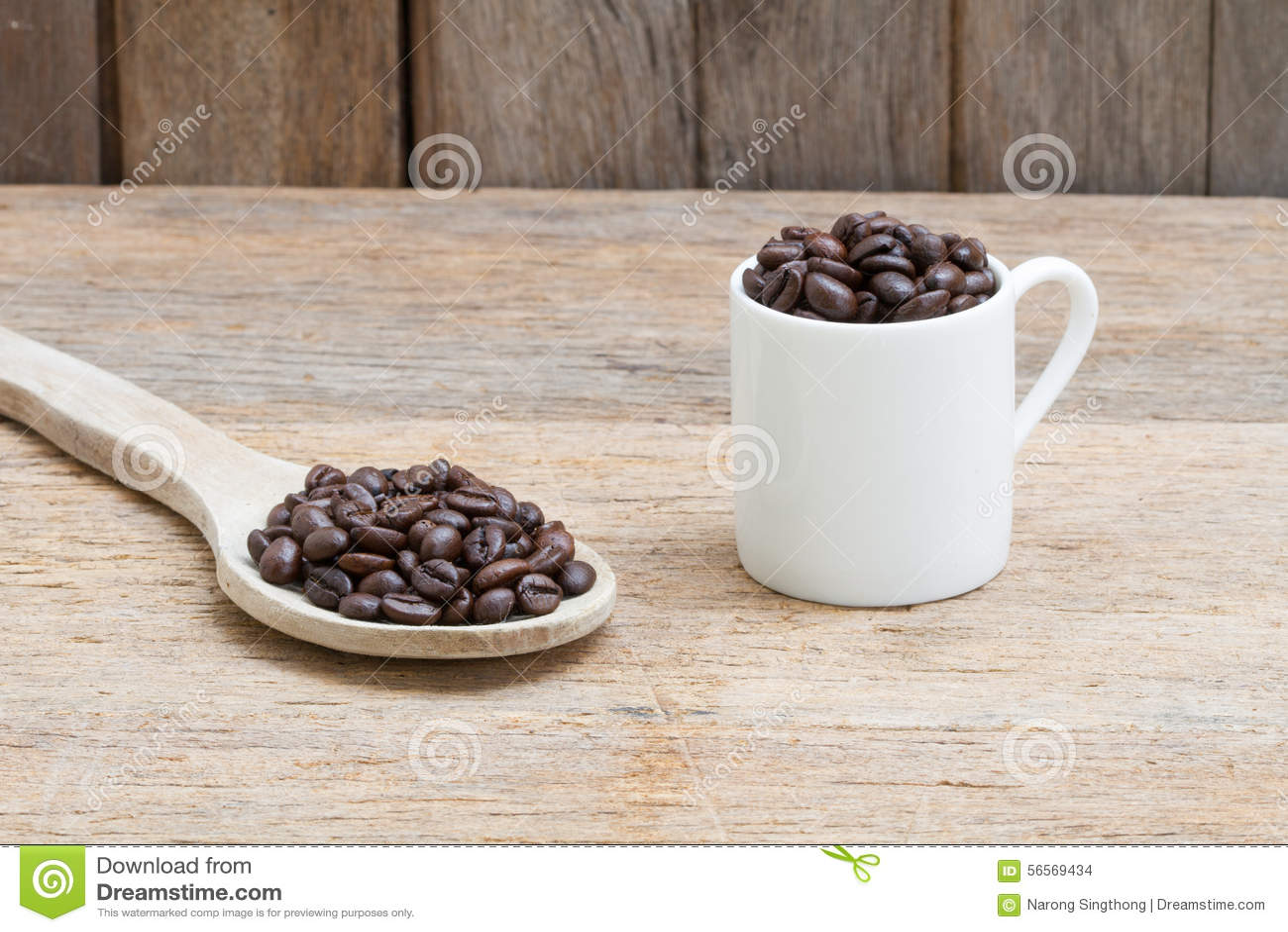 Download στενός καφές φασολιών που αυξάνεται Στοκ Εικόνες - εικόνα από τρόφιμα, φλυτζάνι: 56569434