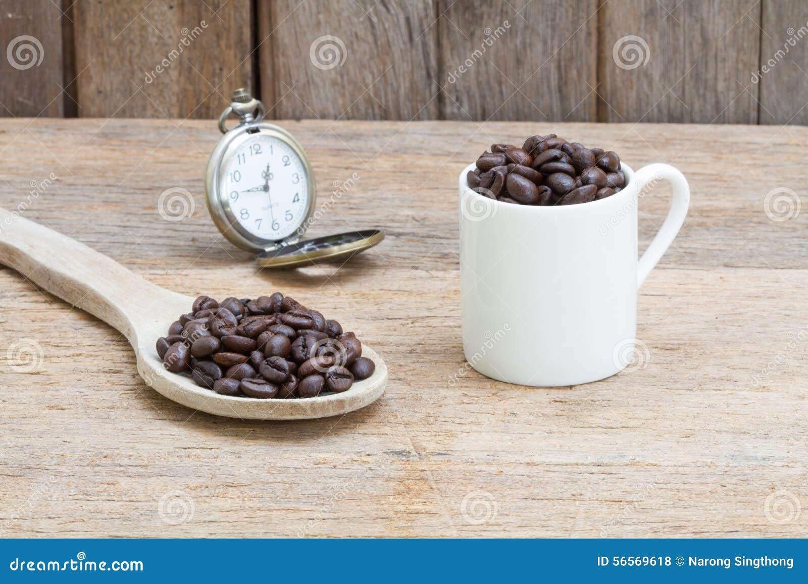 Download στενός καφές φασολιών που αυξάνεται Στοκ Εικόνες - εικόνα από ξύλινος, φασολιών: 56569618