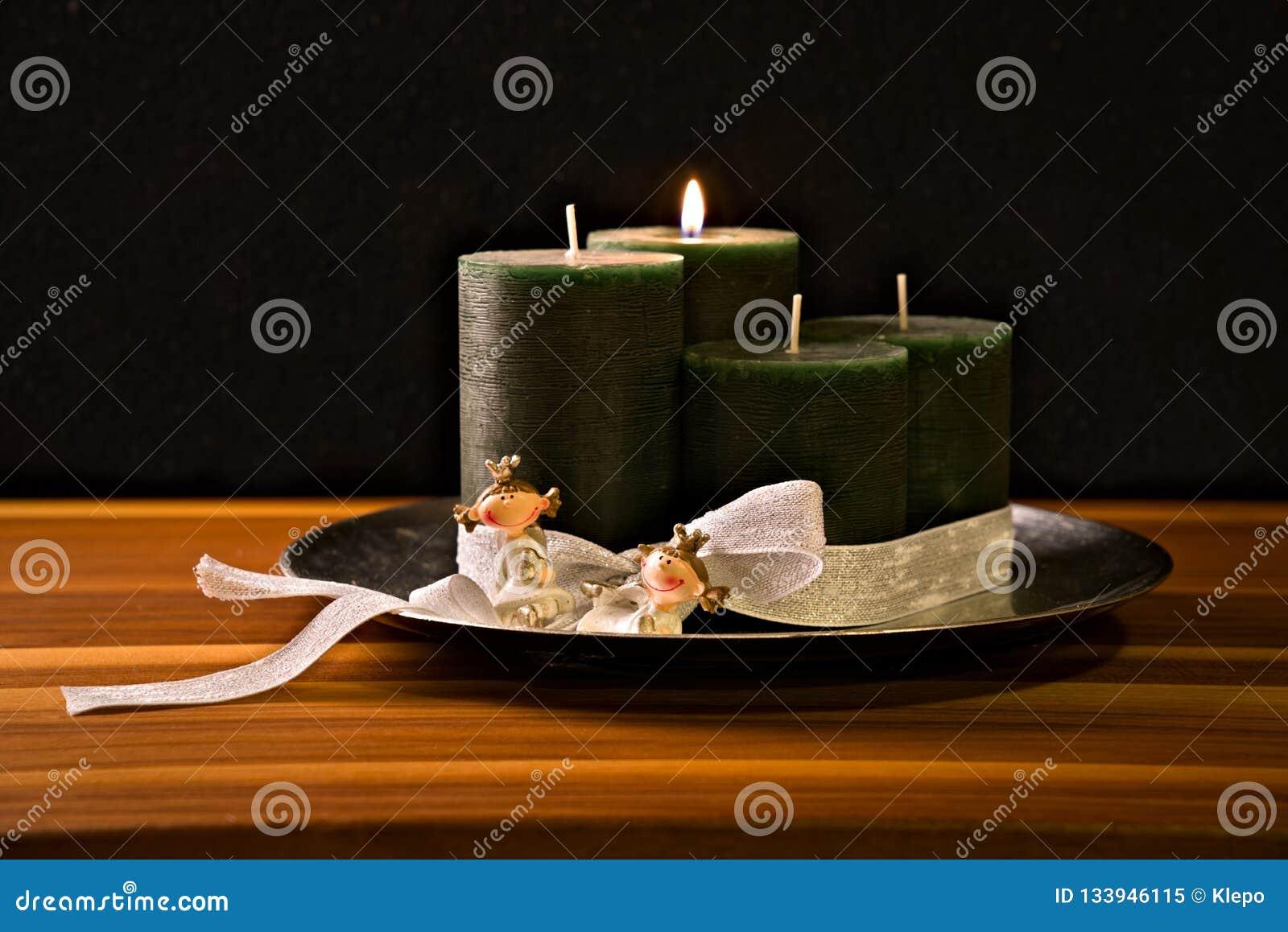 Στεφάνι εμφάνισης, τέσσερα κεριά, δύο πριγκήπισσες