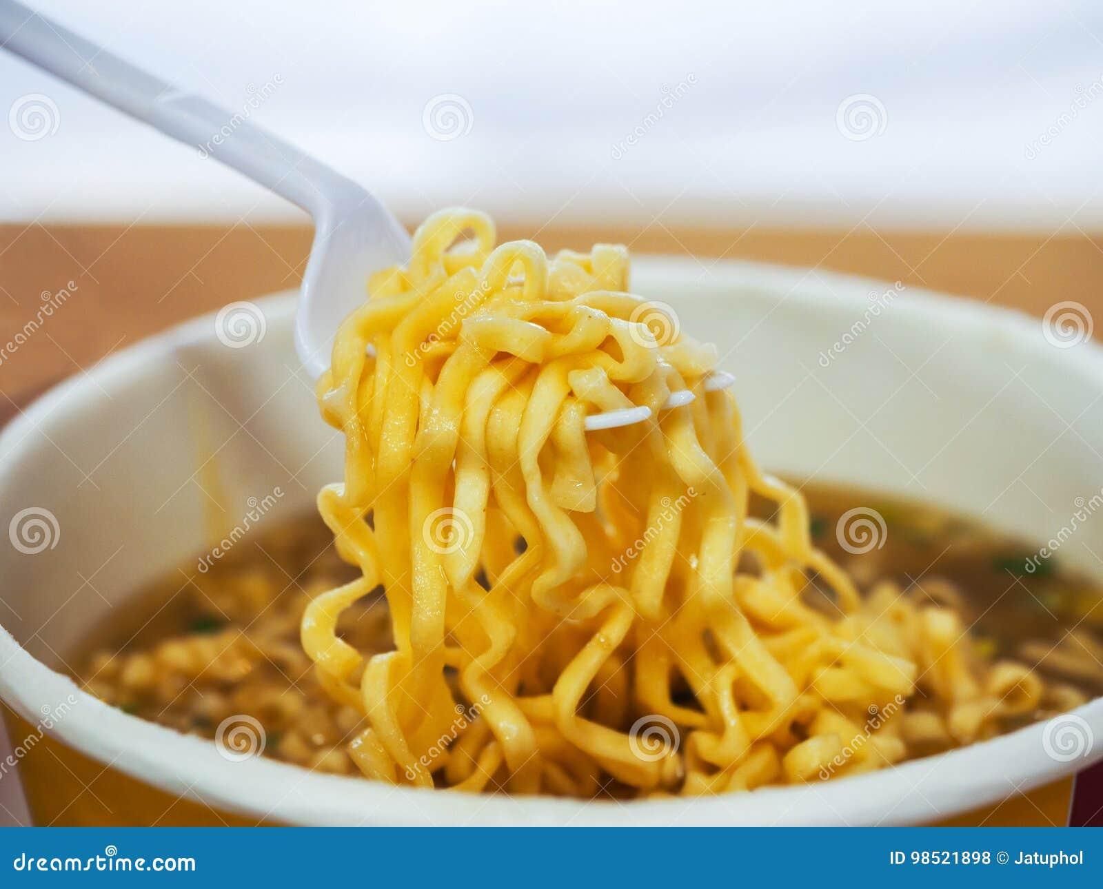 στιγμιαία noodles