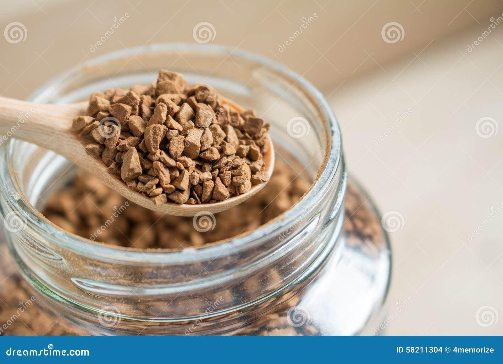 Στιγμιαίος καφές και ένα κουτάλι