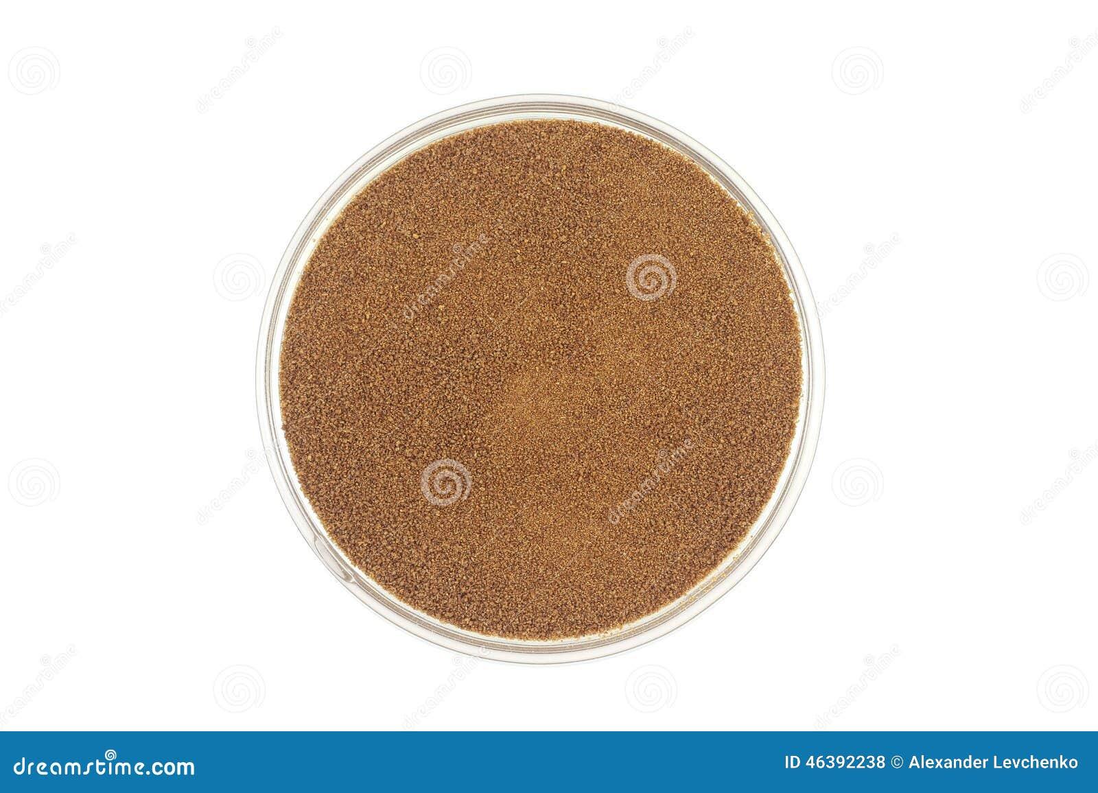 Στιγμιαίος καφές σε ένα εμπορευματοκιβώτιο γυαλιού