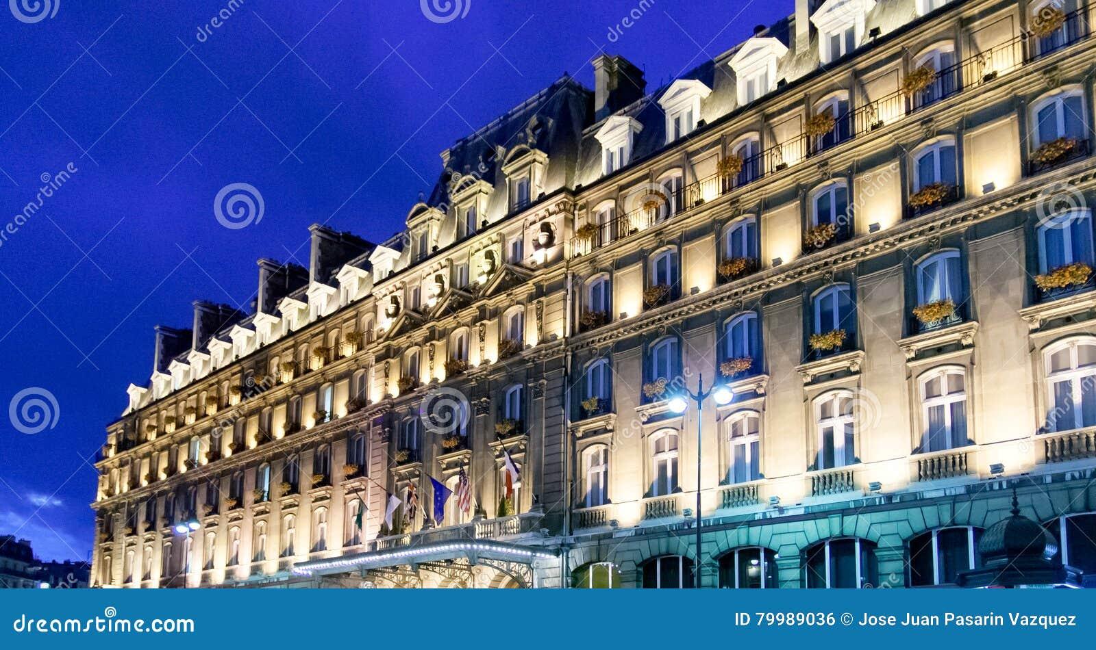 ΣΤΙΣ 23 ΑΠΡΙΛΊΟΥ ΤΟΥ ΠΑΡΙΣΙΟΥ, ΓΑΛΛΙΑ Κύρια πρόσοψη της όπερας Hilton Παρίσι ξενοδοχείων