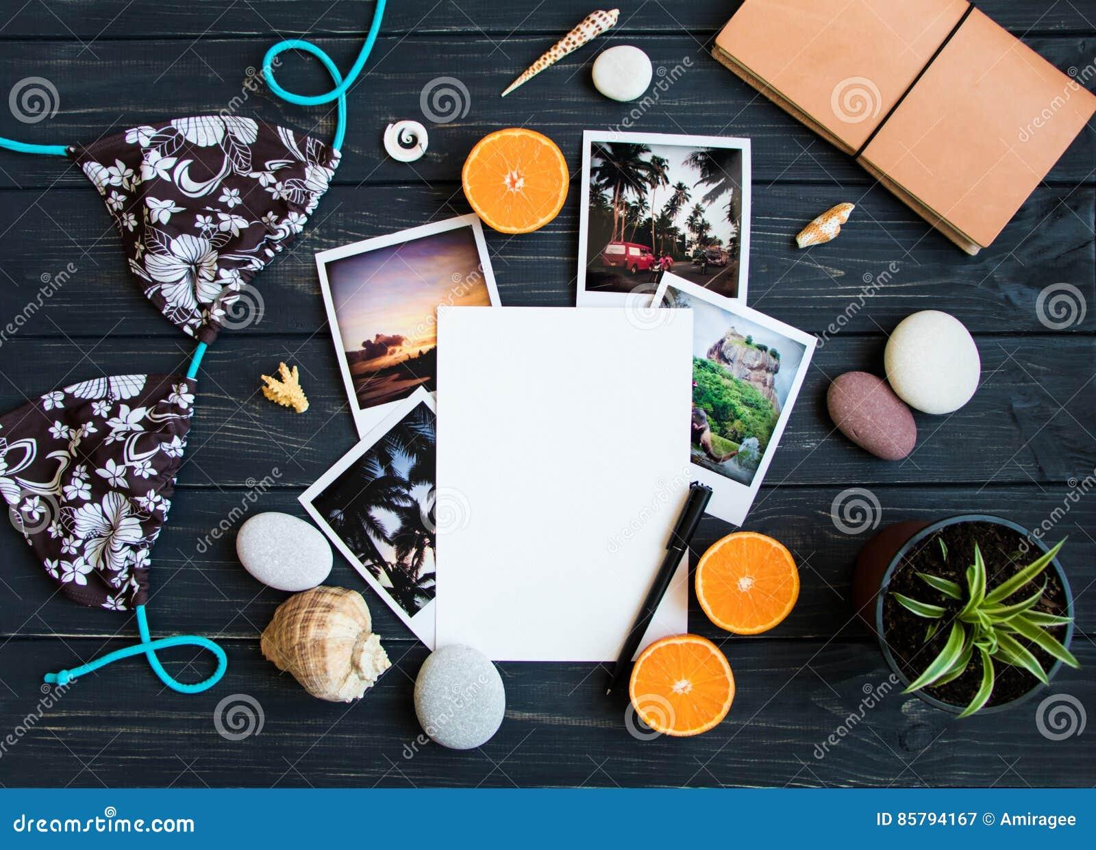 Στοιχεία διακοπών: φωτογραφίες, πέτρες, θαλασσινά κοχύλια, φρούτα, φωτογραφία ταξιδιού Επίπεδος βάλτε, τοπ άποψη