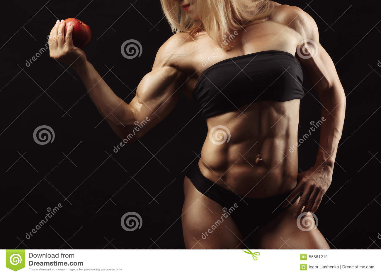 Download Στούντιο που πυροβολείται της μυϊκής νέας γυναίκας Στοκ Εικόνες - εικόνα από προκλητικός, ανασκόπησης: 56561218