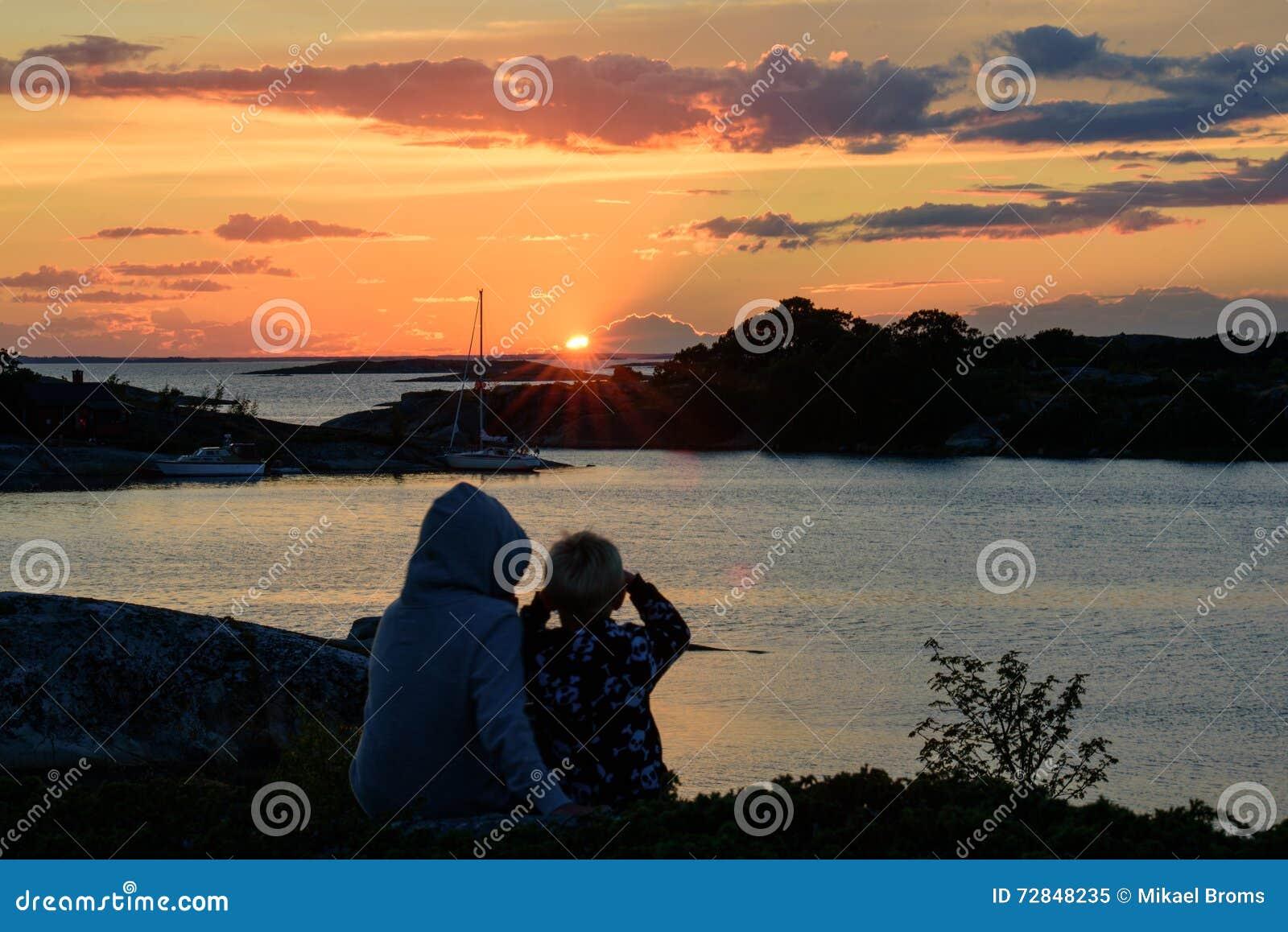 Στο wacth για ένα ηλιοβασίλεμα αρχιπελαγών