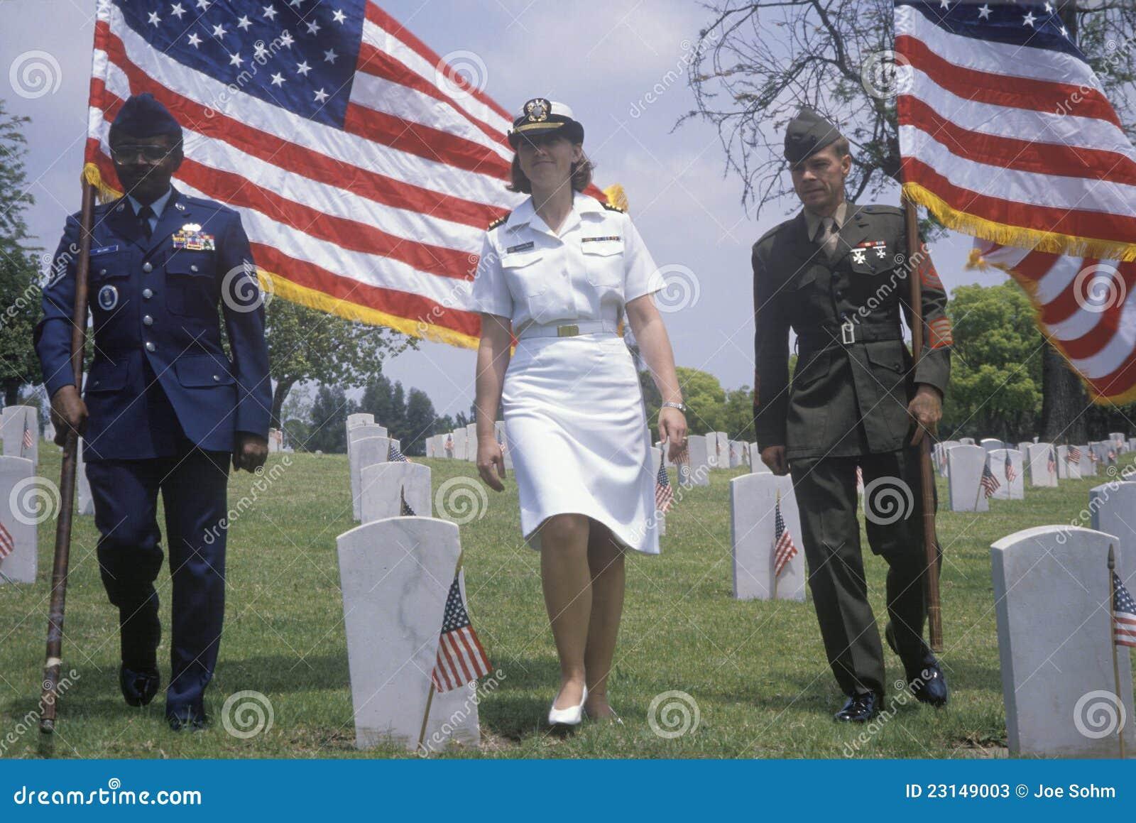 Στρατιωτικό χρώμα guart στο νεκροταφείο του παλαιμάχου