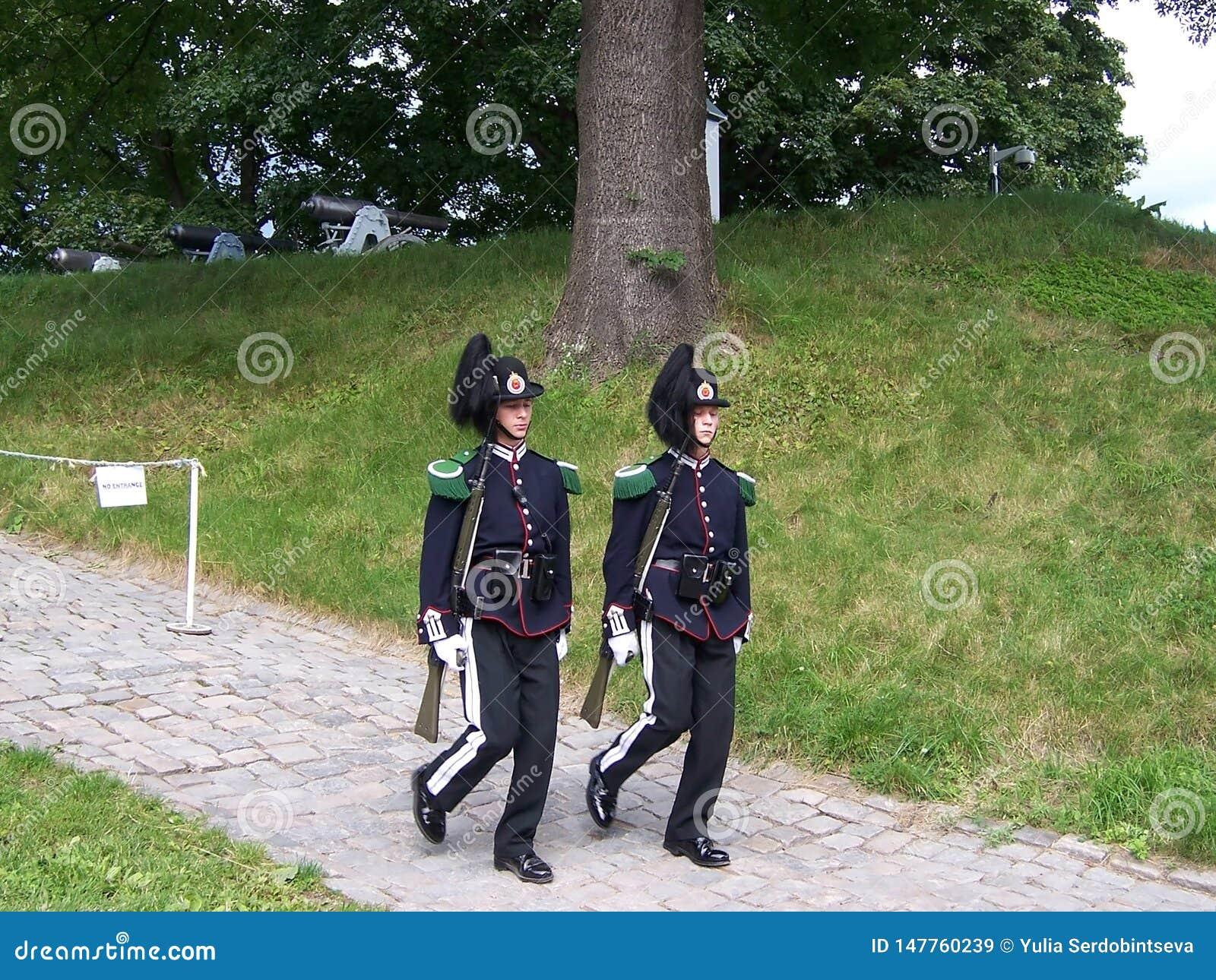 Στρατιώτες φρουράς του νορβηγικού βασιλιά στο φρούριο Akershus Οι αποδοκιμασίες της φρουράς βρίσκονται στο φρούριο Τον Ιούλιο του