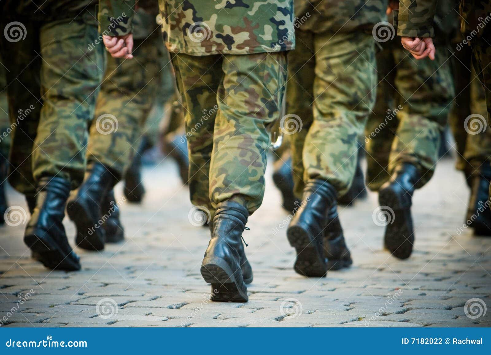 στρατιώτες