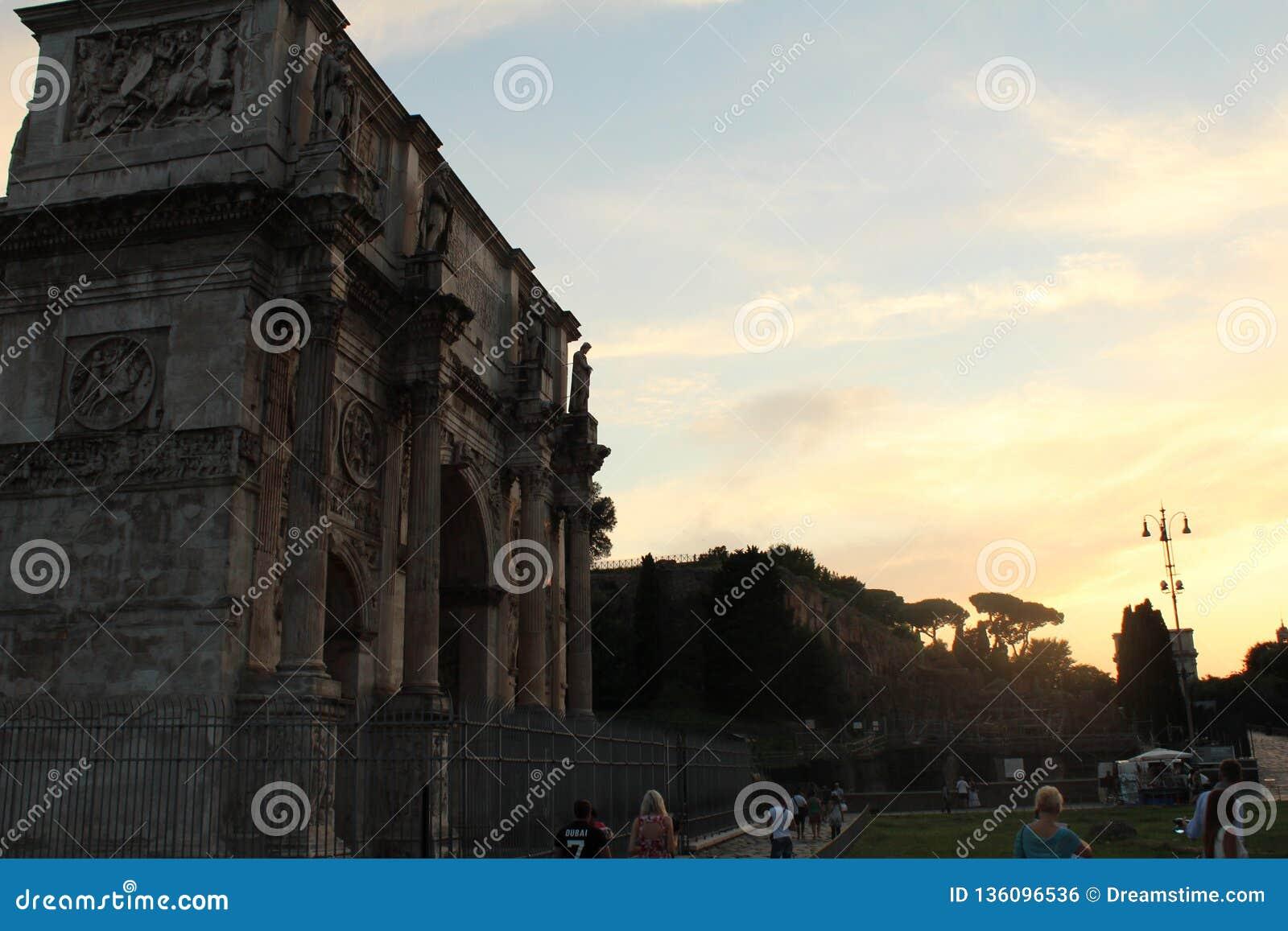 Συγκεκριμένος χρόνος ηλιοβασιλέματος χώρων λατρείας