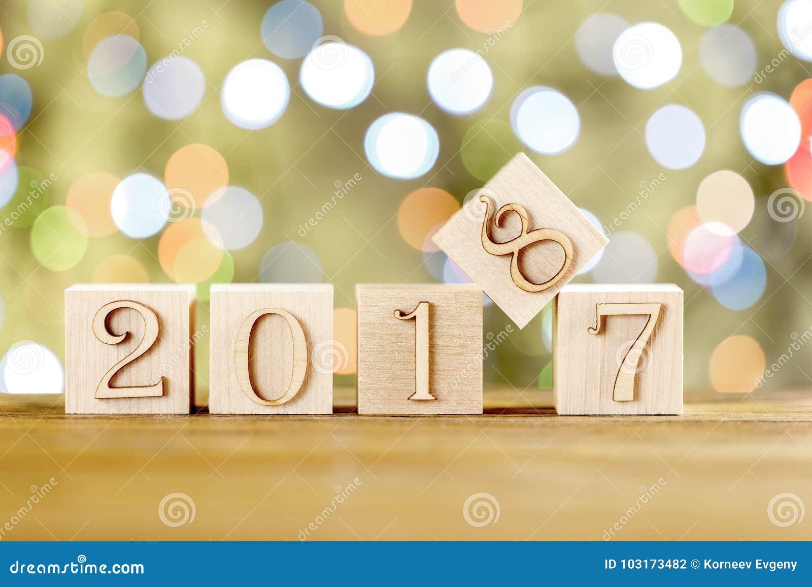 Συγχαρητήρια στο νέο έτος το νέο έτος 2018 Θολωμένη ελαφριά ανασκόπηση Νέο έτος, που αντικαθιστά το παλαιό