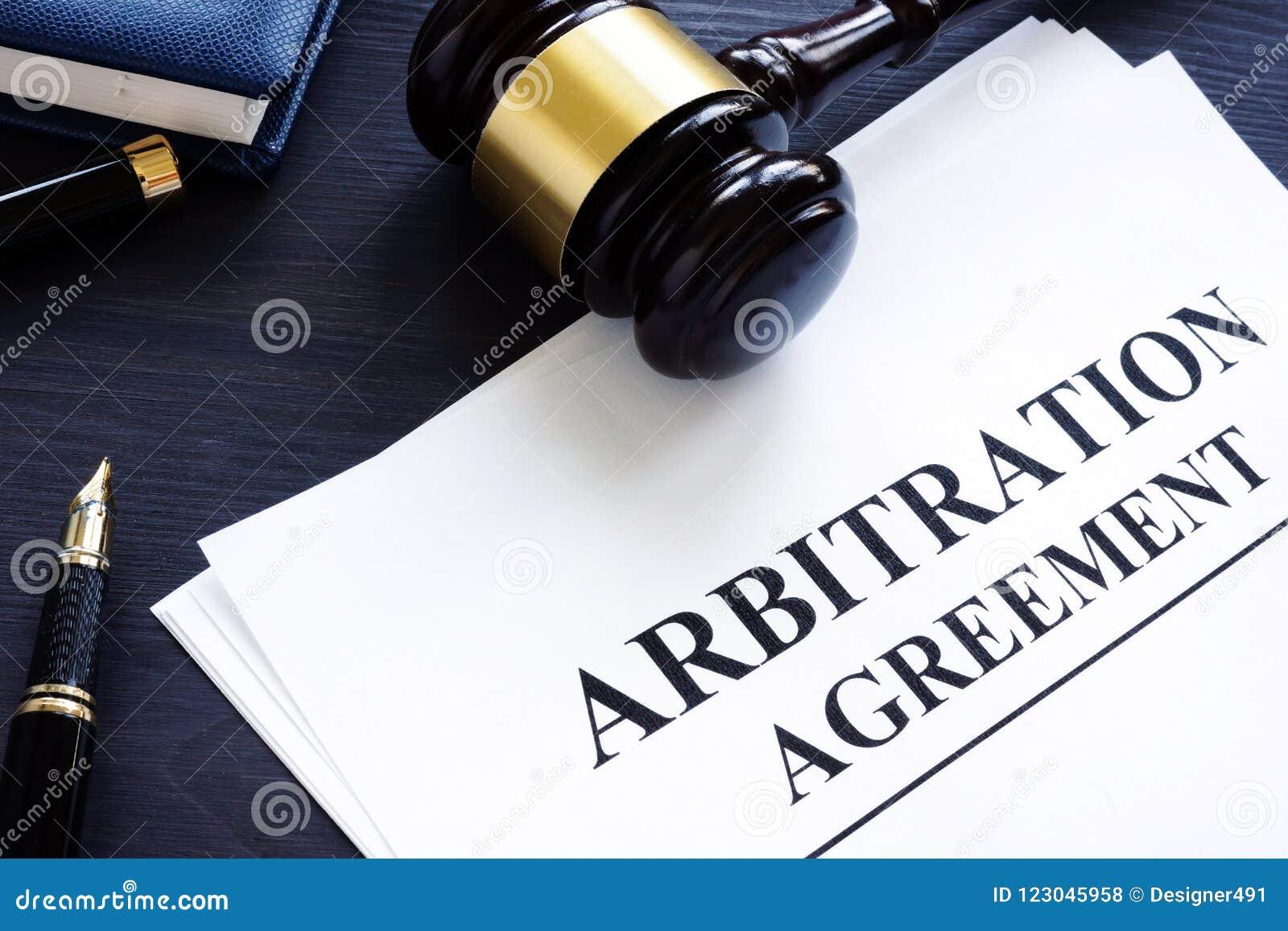 Συμφωνία και gavel διαιτησίας