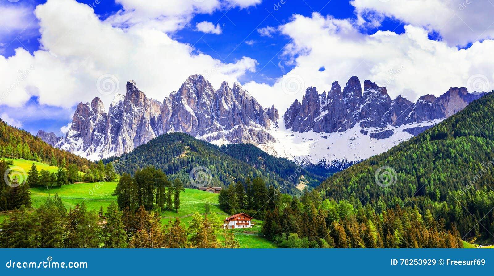 Συναρπαστικό τοπίο των βουνών δολομιτών Ομορφιά στη φύση ν