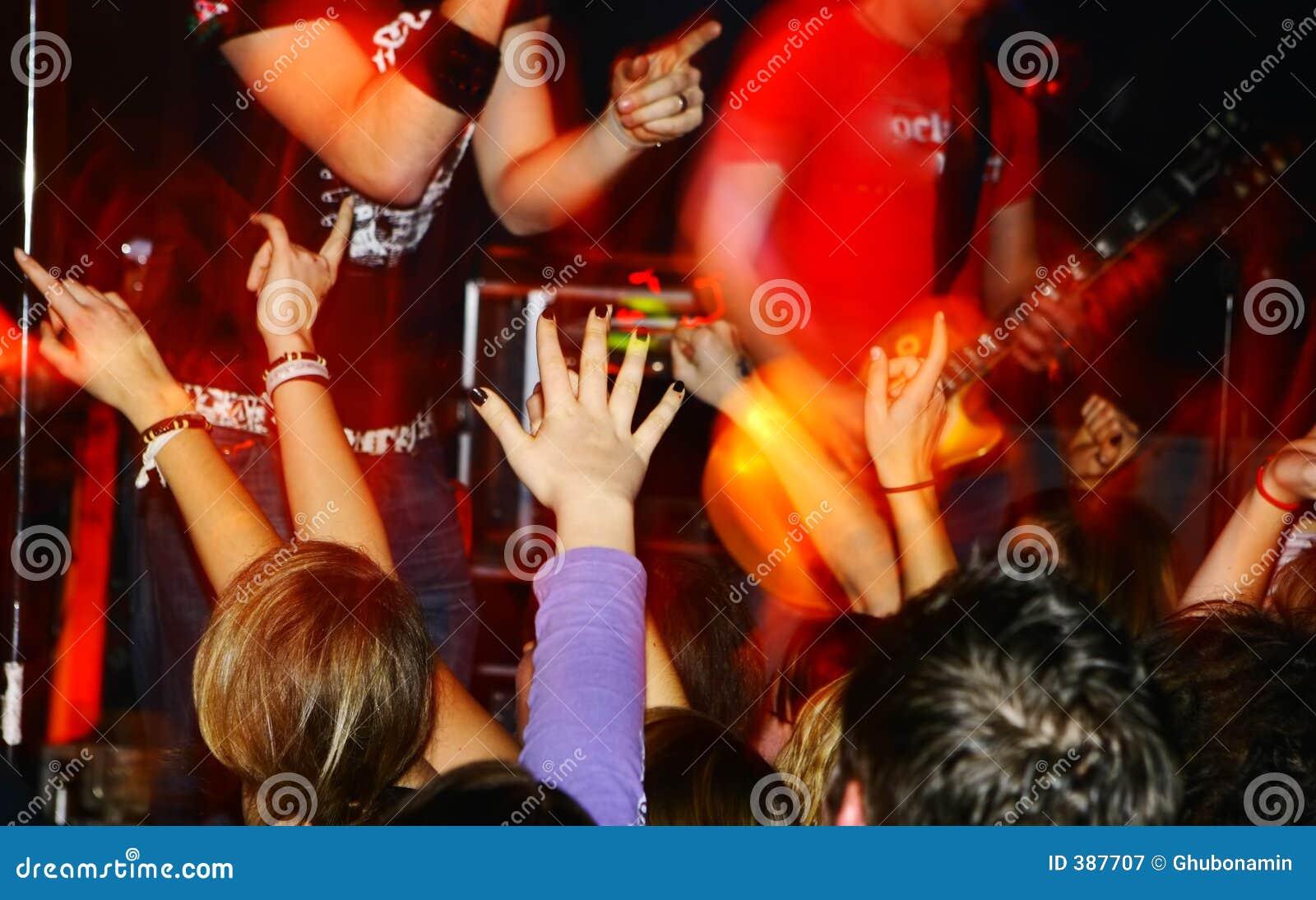 συναυλία ζωντανή