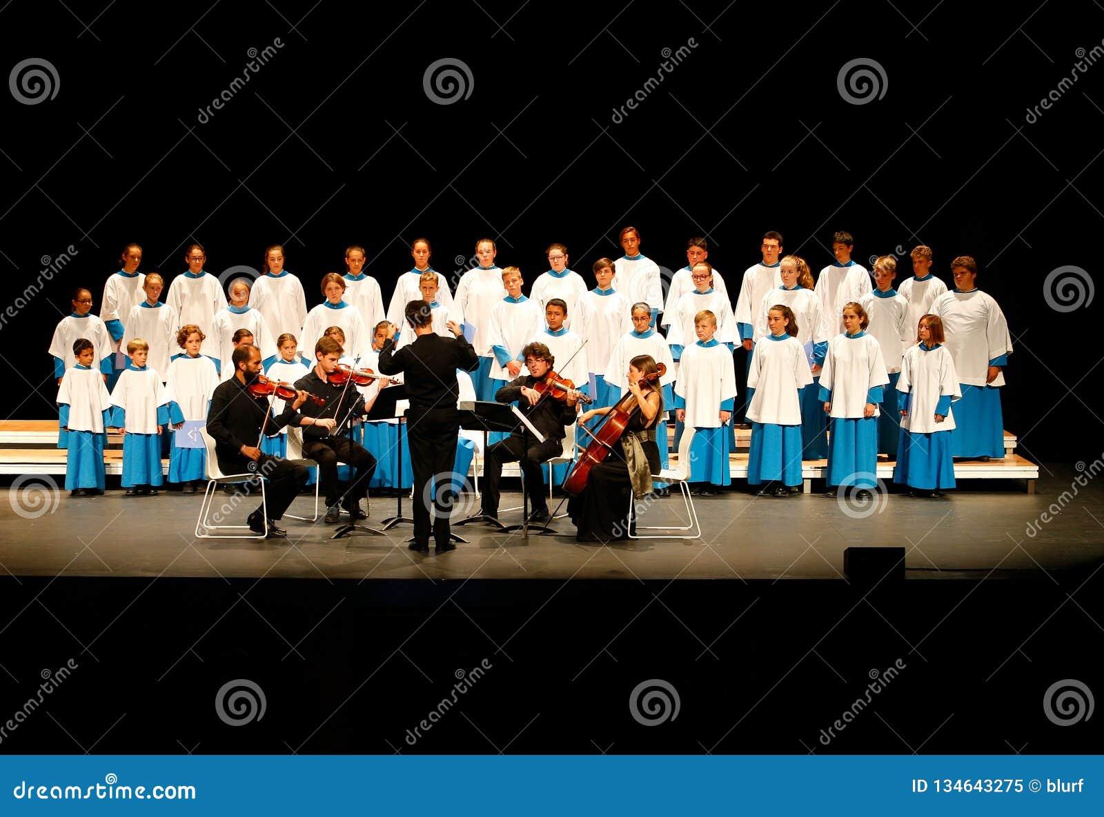 Συναυλία Χριστουγέννων από το νέο χορωδιακό θέαμα Blavets de lluc φωνών