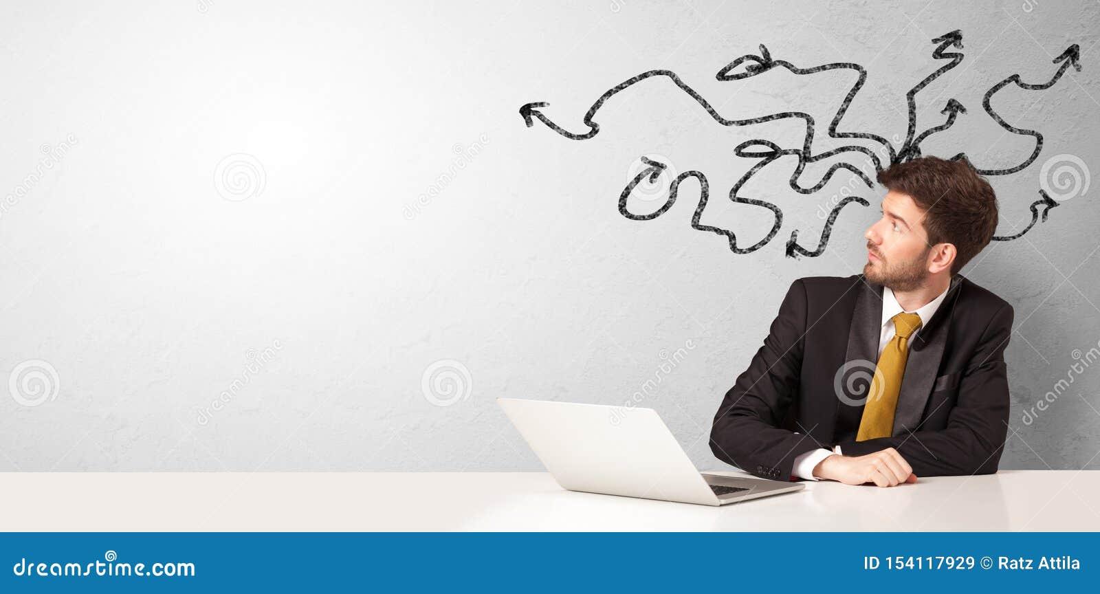 Συνεδρίαση επιχειρηματιών στο γραφείο με τα βέλη γύρω