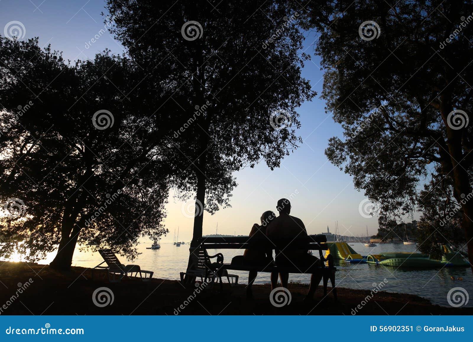 Συνεδρίαση ζεύγους στον πάγκο