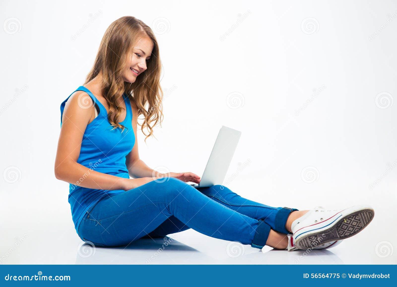 Download Συνεδρίαση κοριτσιών στο πάτωμα και χρησιμοποίηση του Lap-top Στοκ Εικόνα - εικόνα από ευτυχία, υπολογιστής: 56564775