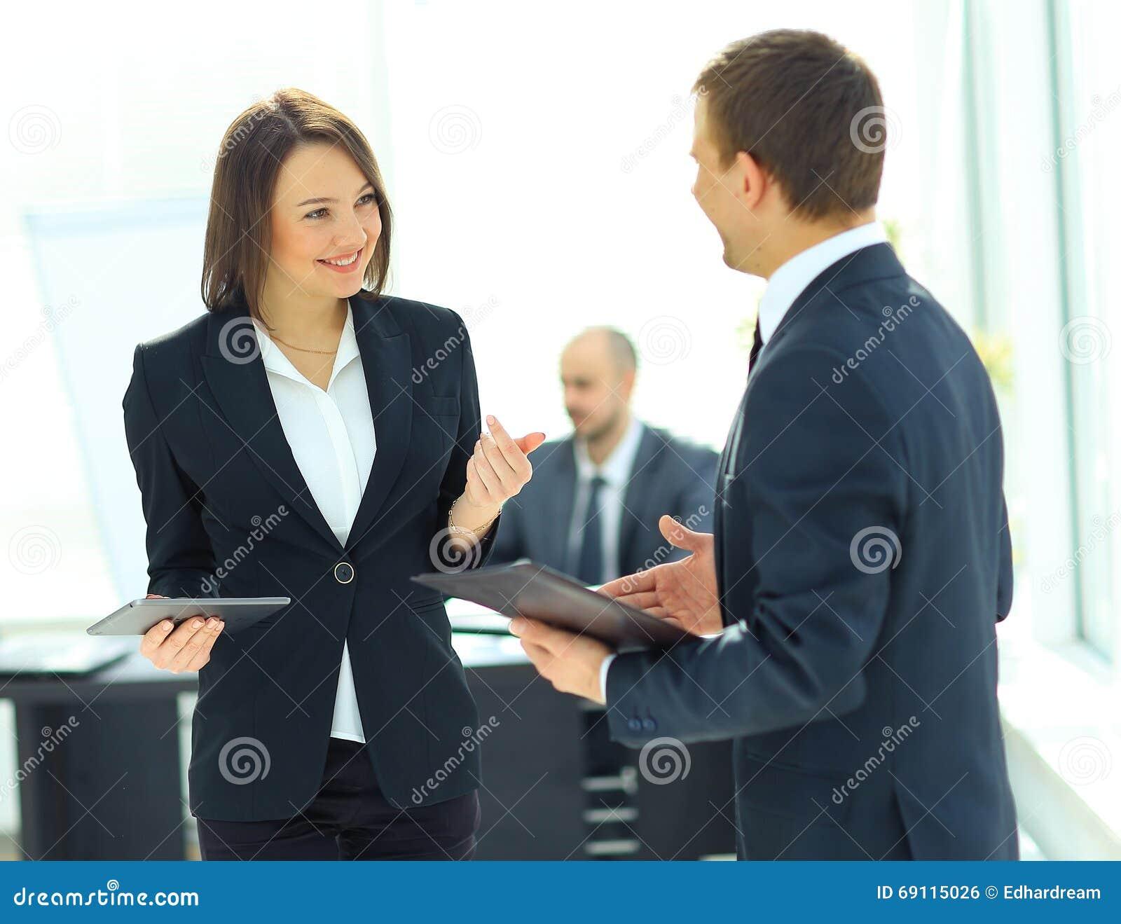 Συνεδρίαση των επιχειρηματιών και επιχειρηματιών