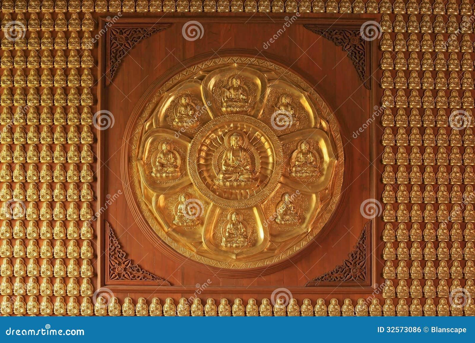 Συνημμένα χρυσά κινεζικά αγάλματα του Βούδα