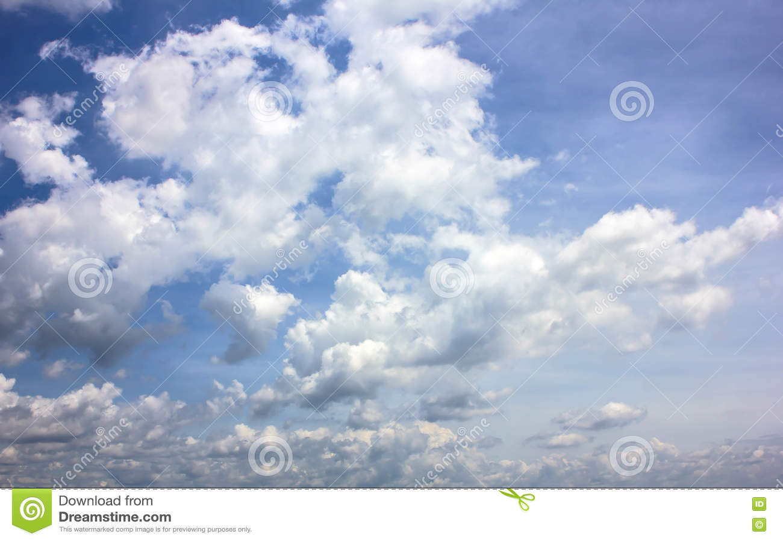 Συννεφιασμένος ουρανού πριν από τους σχηματισμούς σύννεφων βροχής