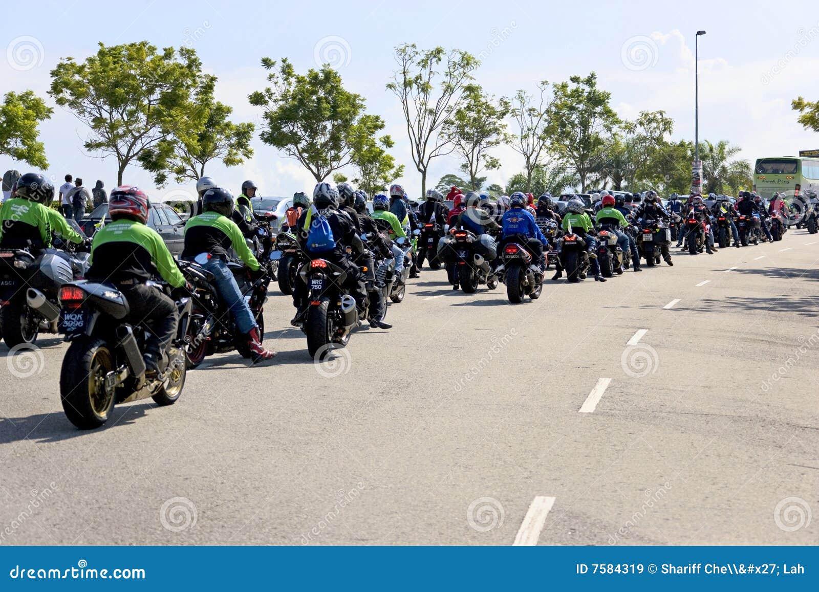 συνοδεία ποδηλατών motogp