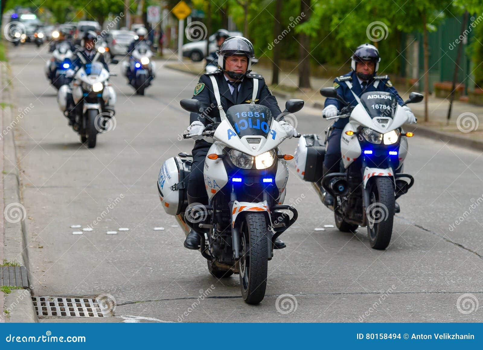 Συνοδεία μοτοσικλετών αστυνομίας