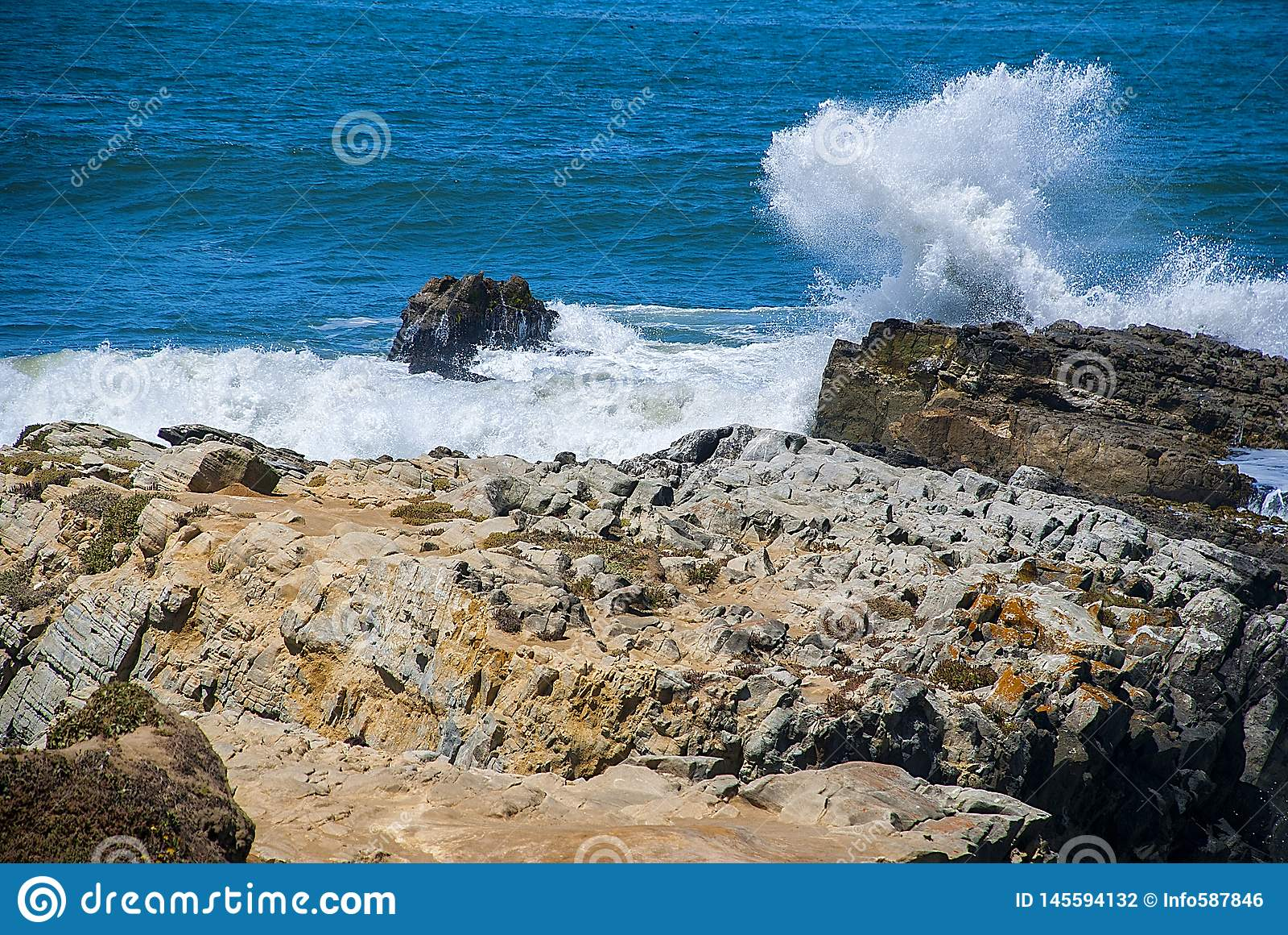 Συντρίβοντας κύματα, ατλαντικός μπλε ωκεανός