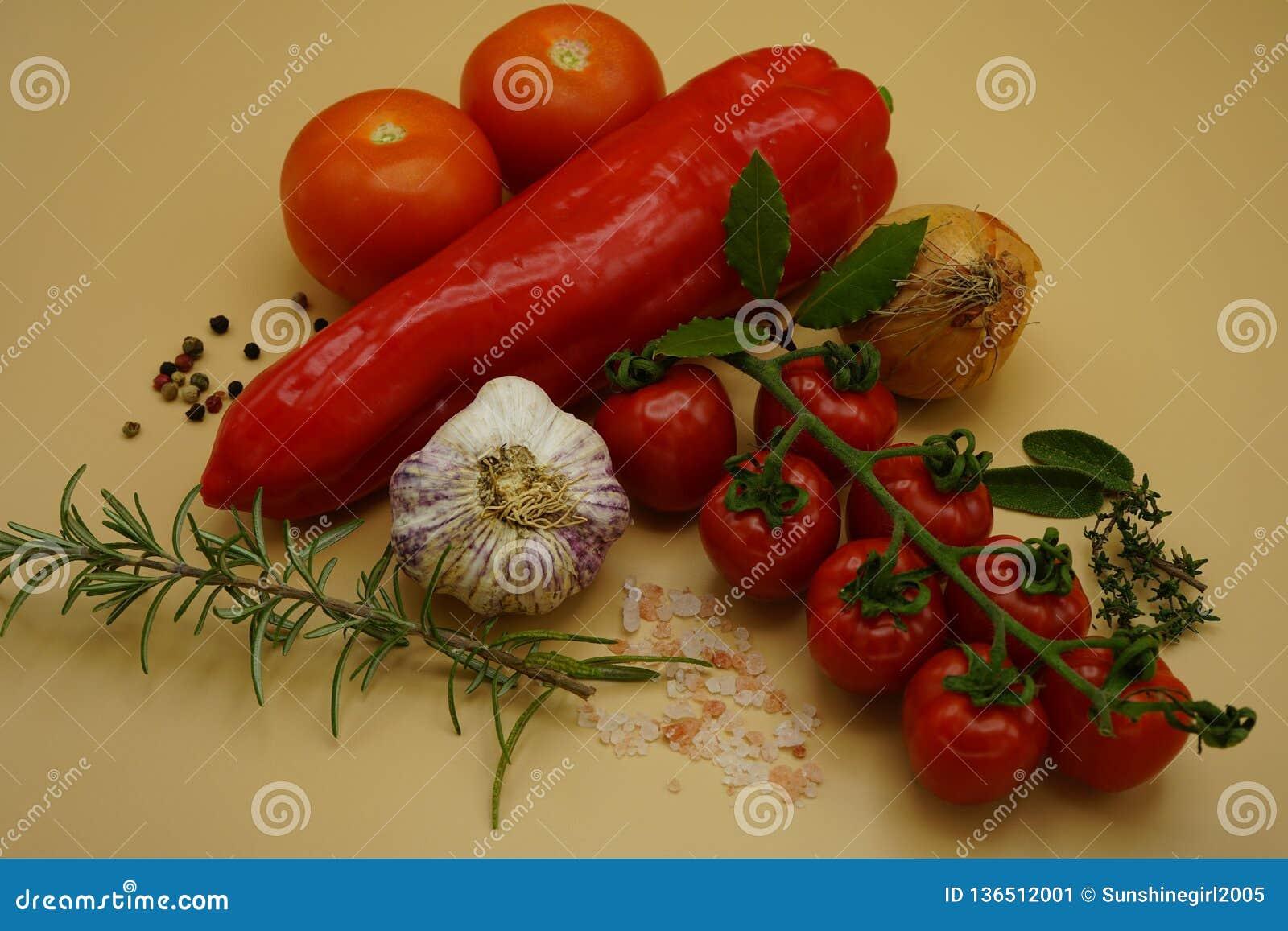 Συστατικά για να κάνει την ιταλική σάλτσα ζυμαρικών