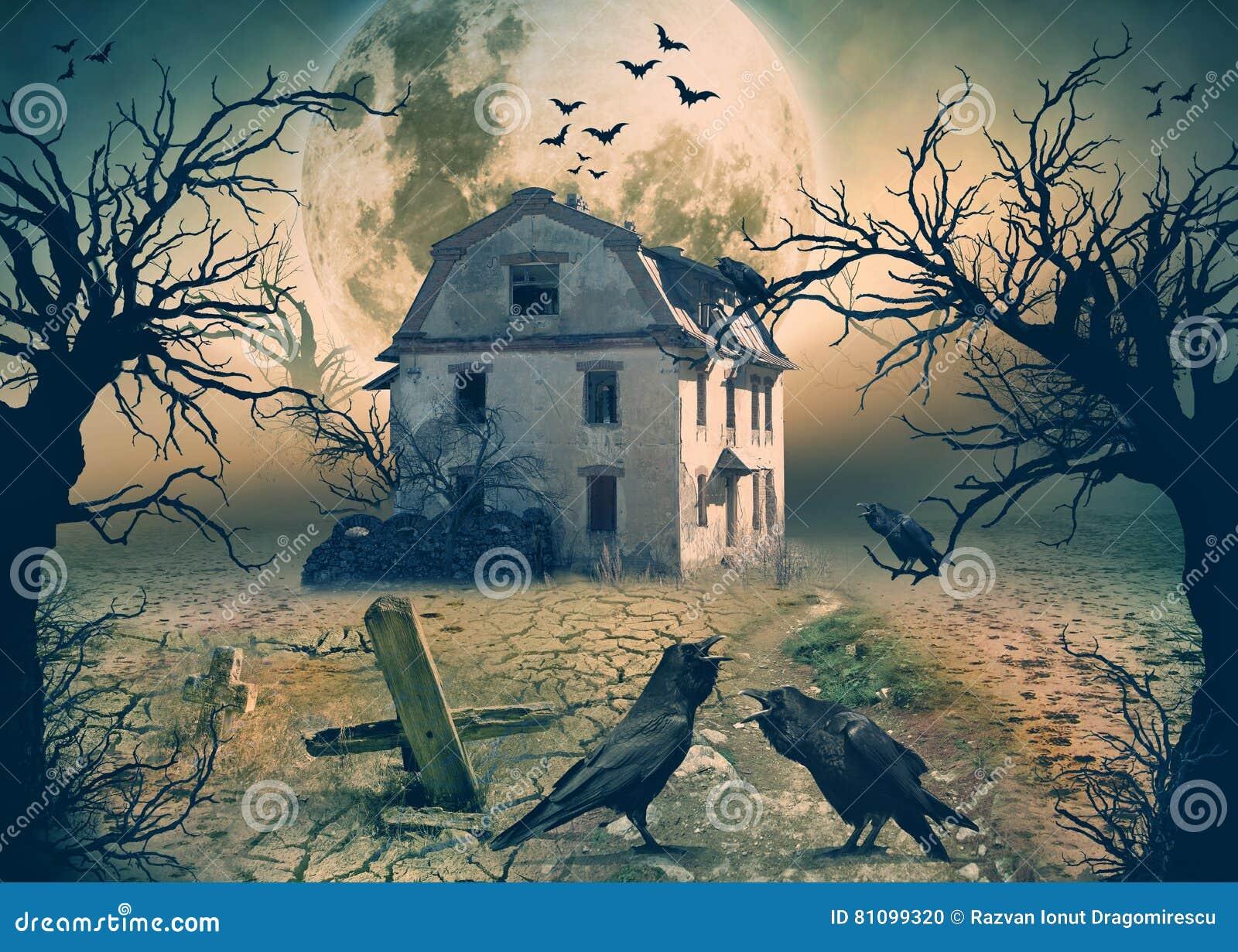 Συχνασμένο σπίτι με τους κόρακες και τη σκηνή φρίκης