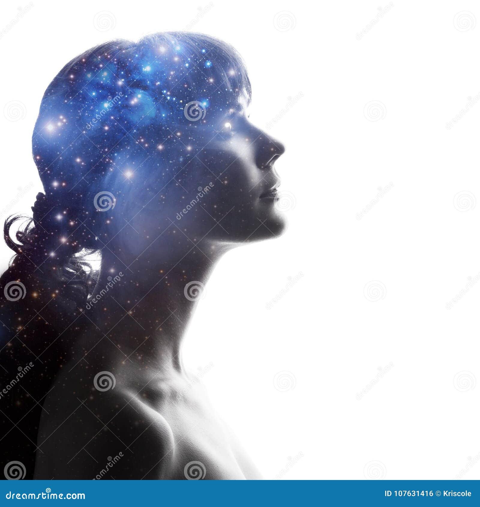 Σχεδιάγραμμα μιας γυναίκας με τον κόσμο ως εγκέφαλο Η επιστημονική έννοια Ο εγκέφαλος και η δημιουργικότητα