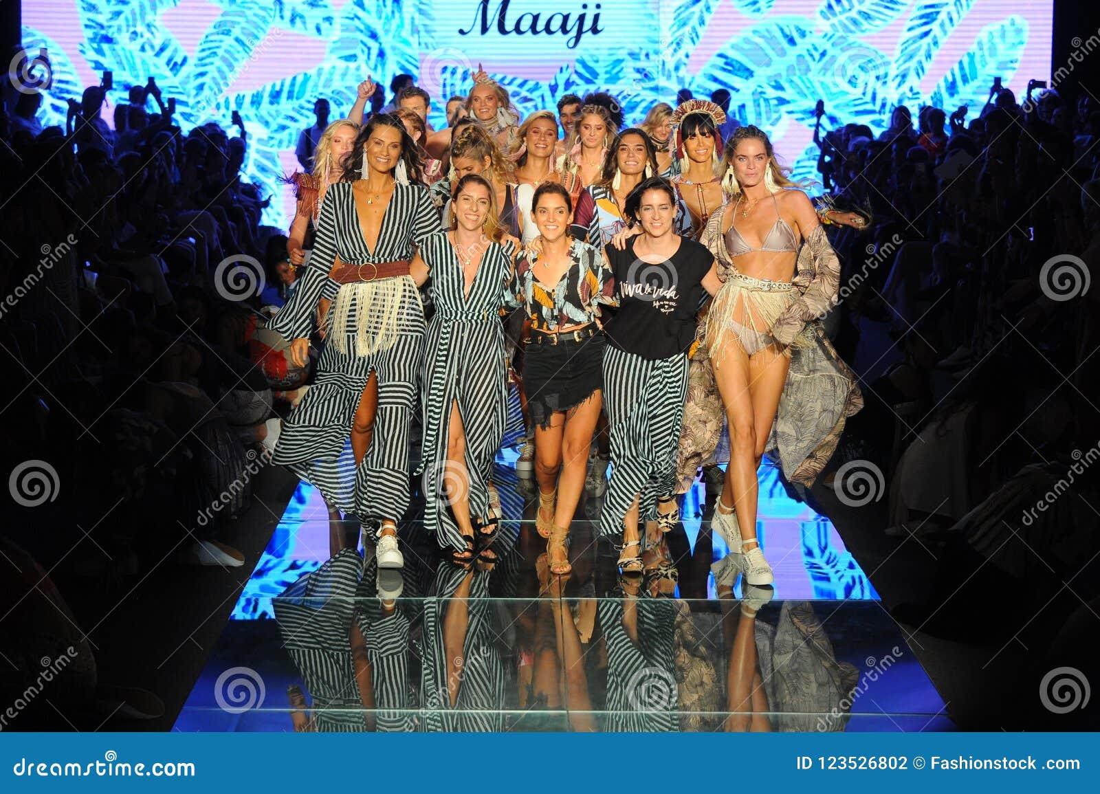 Σχεδιαστές Juliana Londono, Andrea Gomez, και Nani Valenzuela ο διάδρομος για Maaji