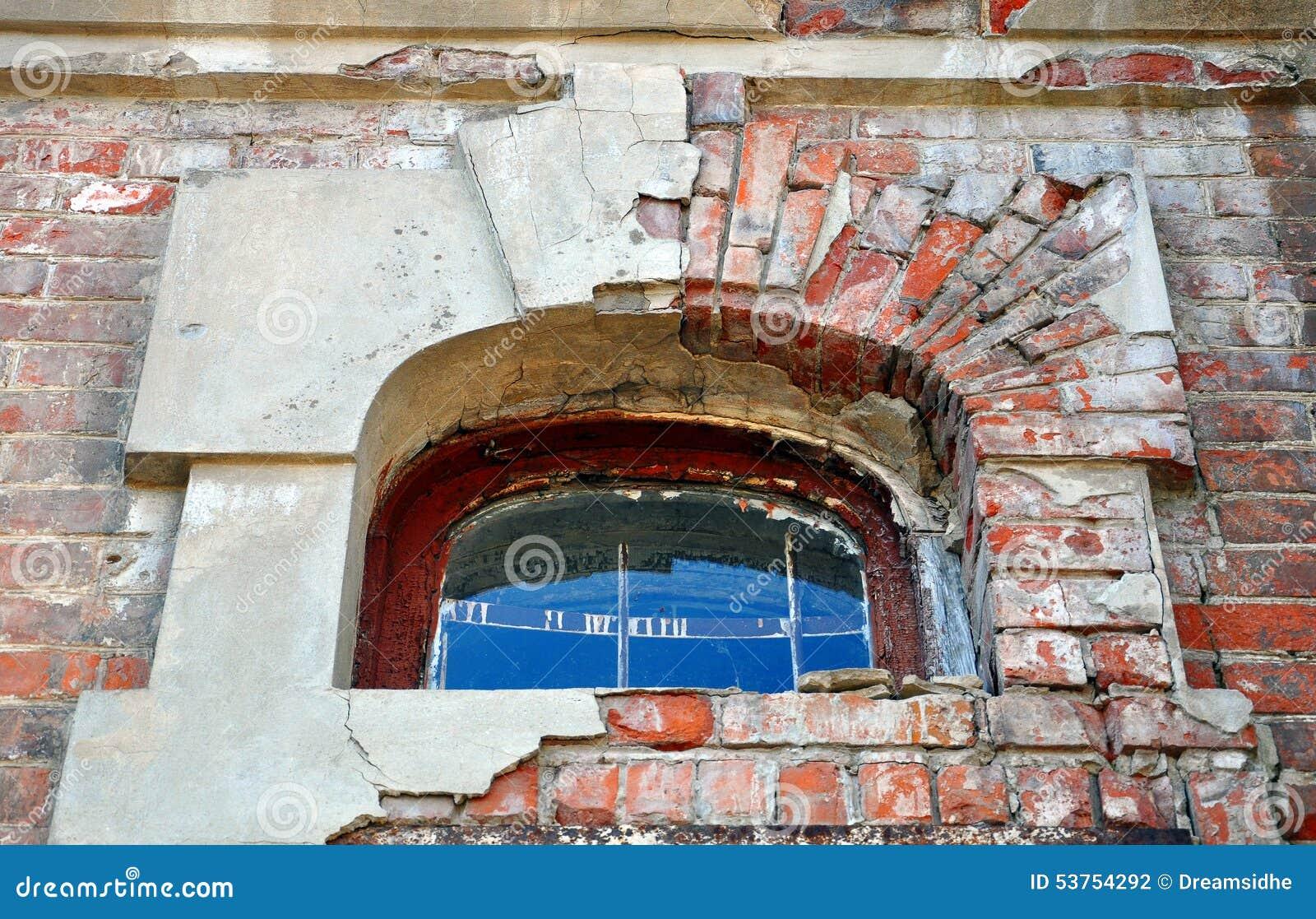 σχηματισμένο αψίδα παράθυ&rho