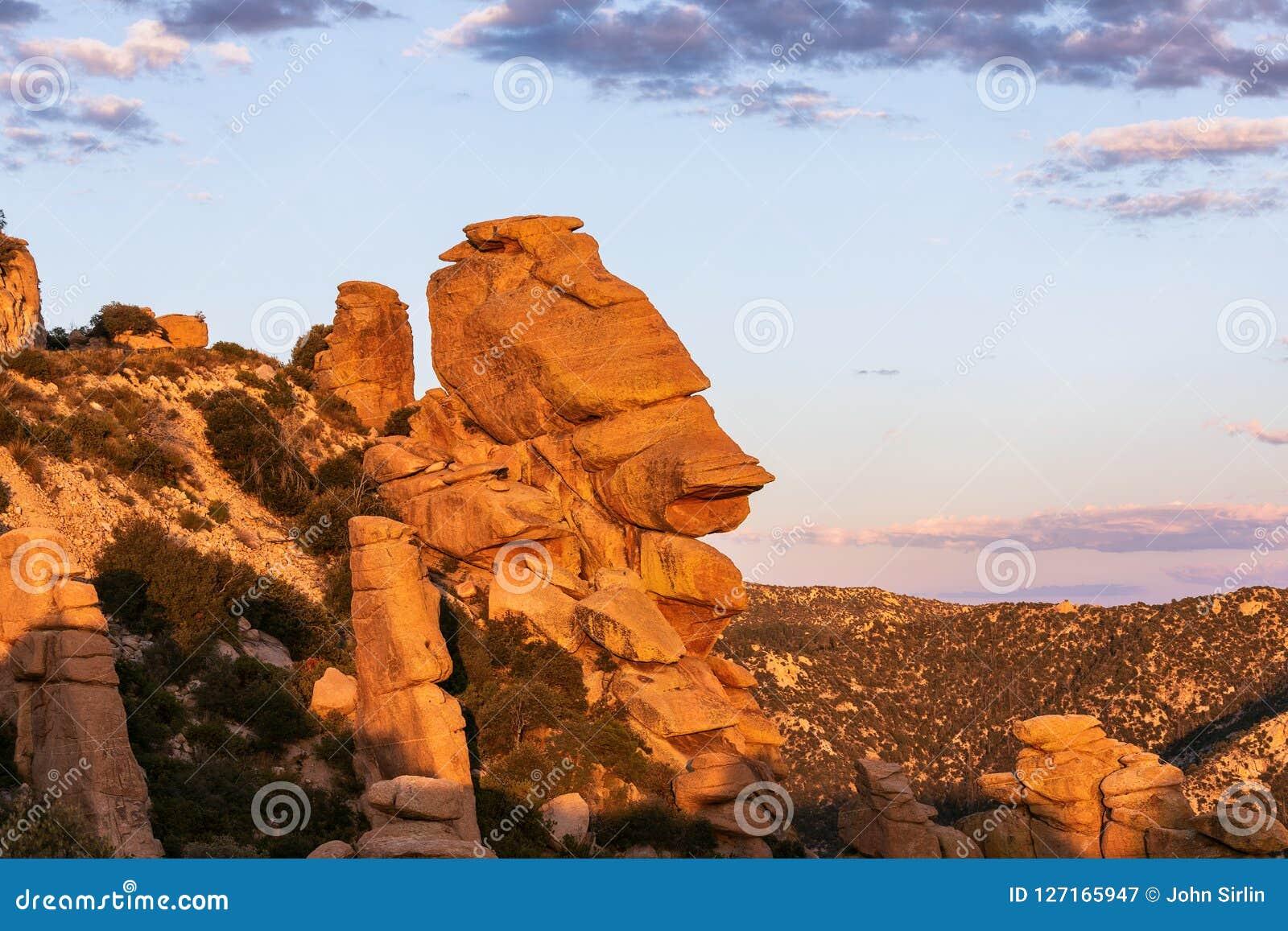 Σχηματισμοί βράχου Hoodoo Vista γεωλογίας στην ΑΜ Lemmon κοντά στο Tucson, Αριζόνα