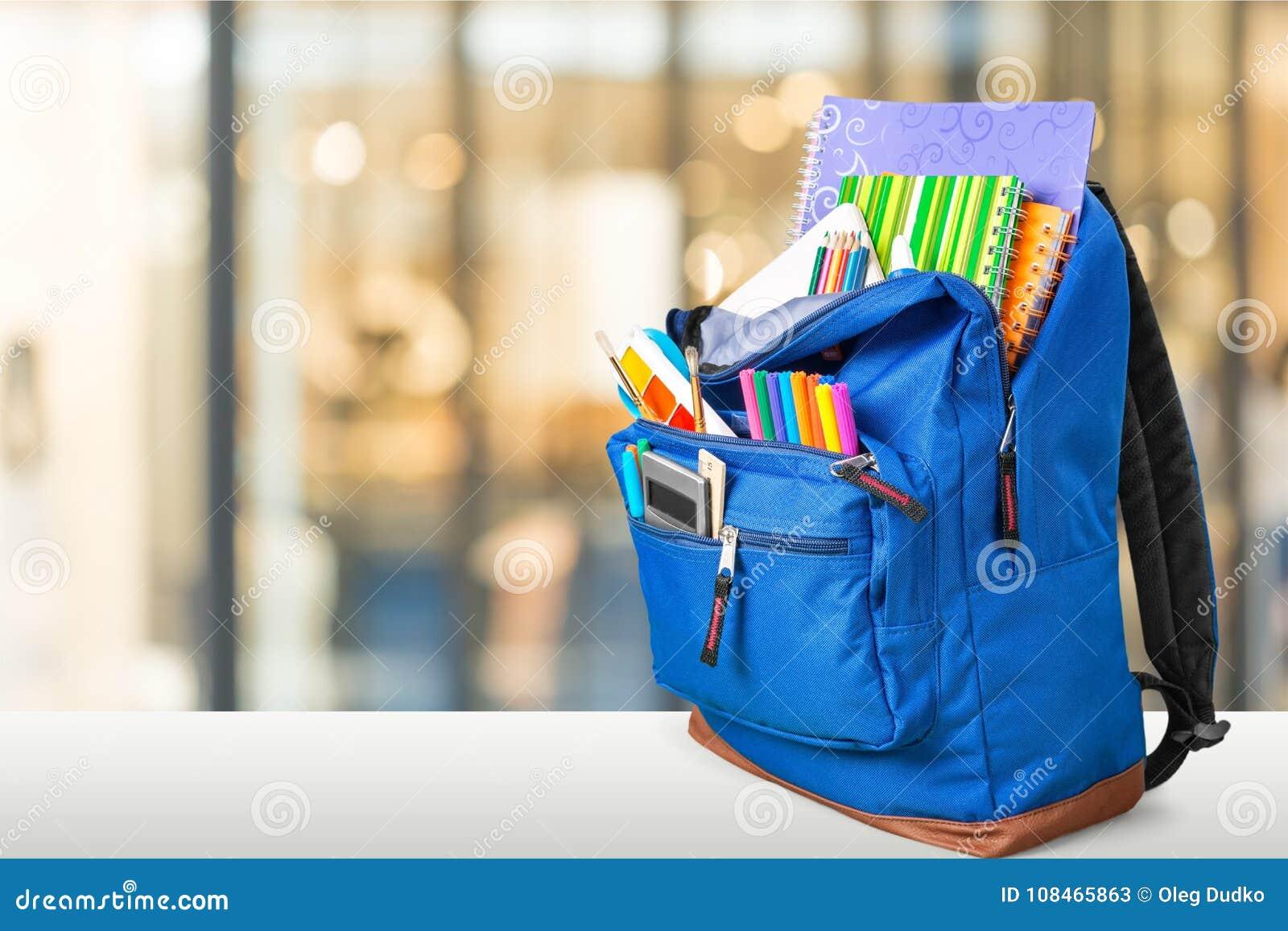8e1f734380 Πίσω μεγάλο μπλε χρώματος χαρτικών σχολικών σακιδίων πλάτης. Περισσότερες  παρόμοιες στοκ εικόνες