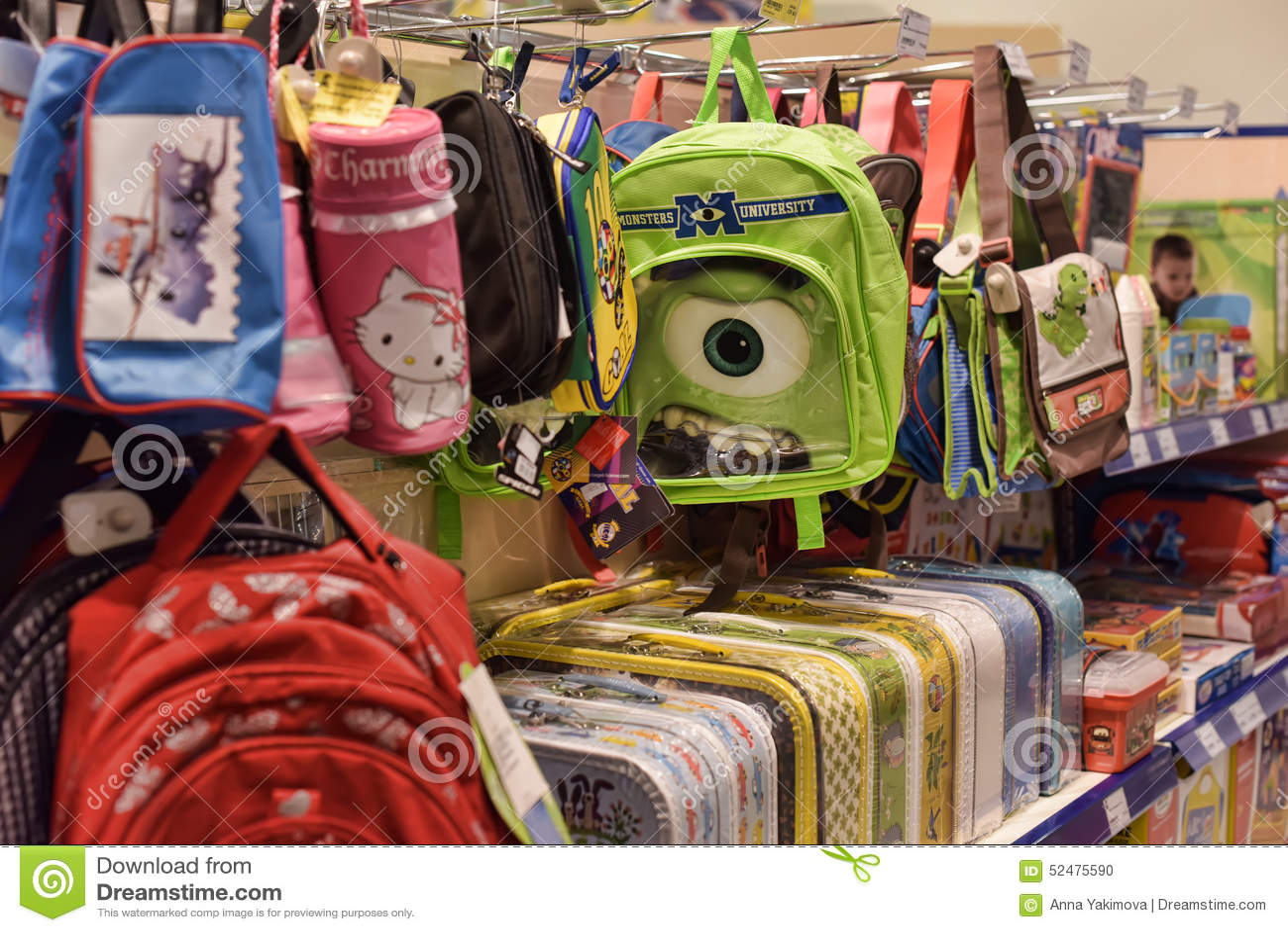 22945fa34b9 Σχολικές τσάντες στο κατάστημα Εκδοτική εικόνα - εικόνα από satchel ...